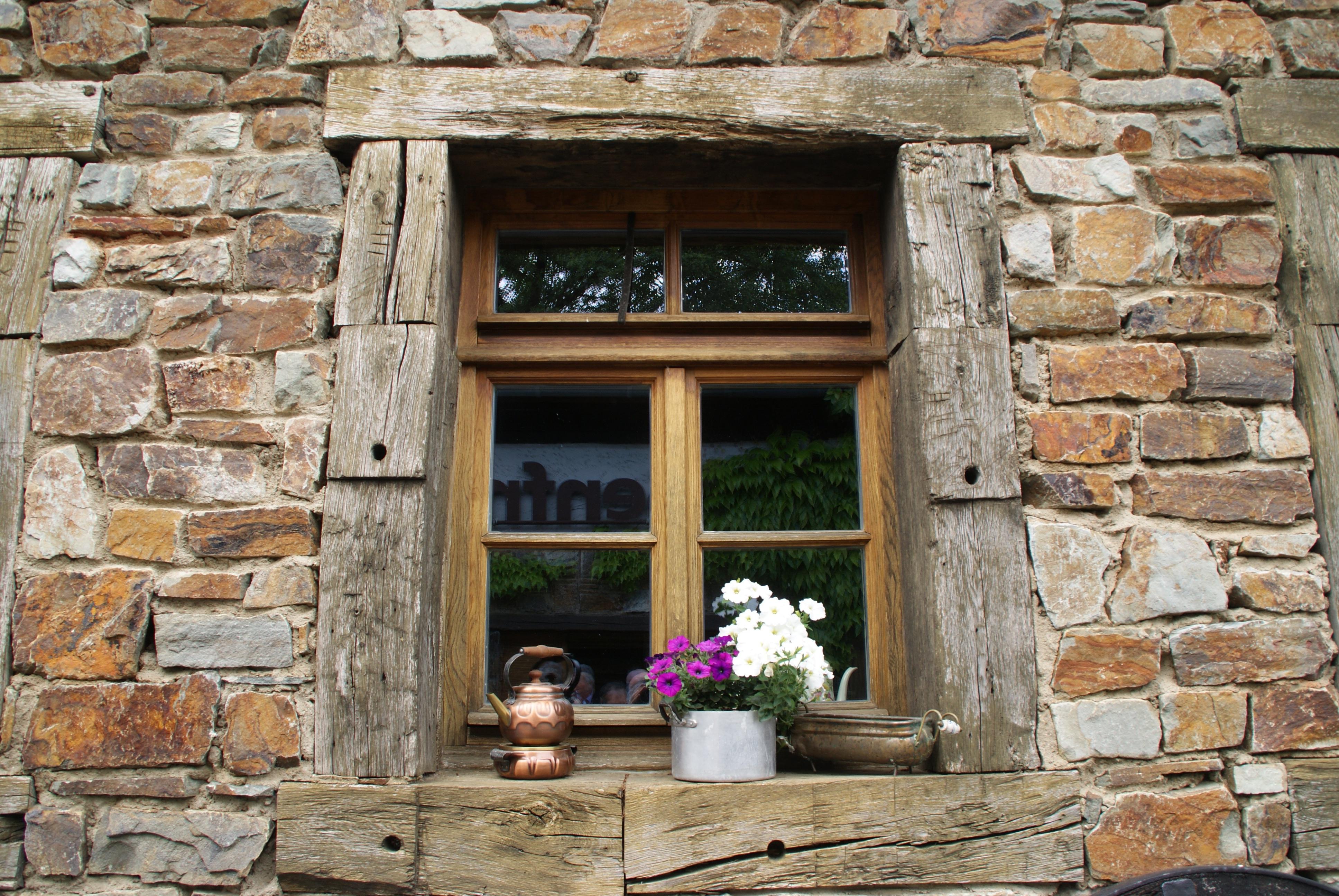 Best immagini belle roccia legna finestra costruzione for Piani di casa cottage gotico