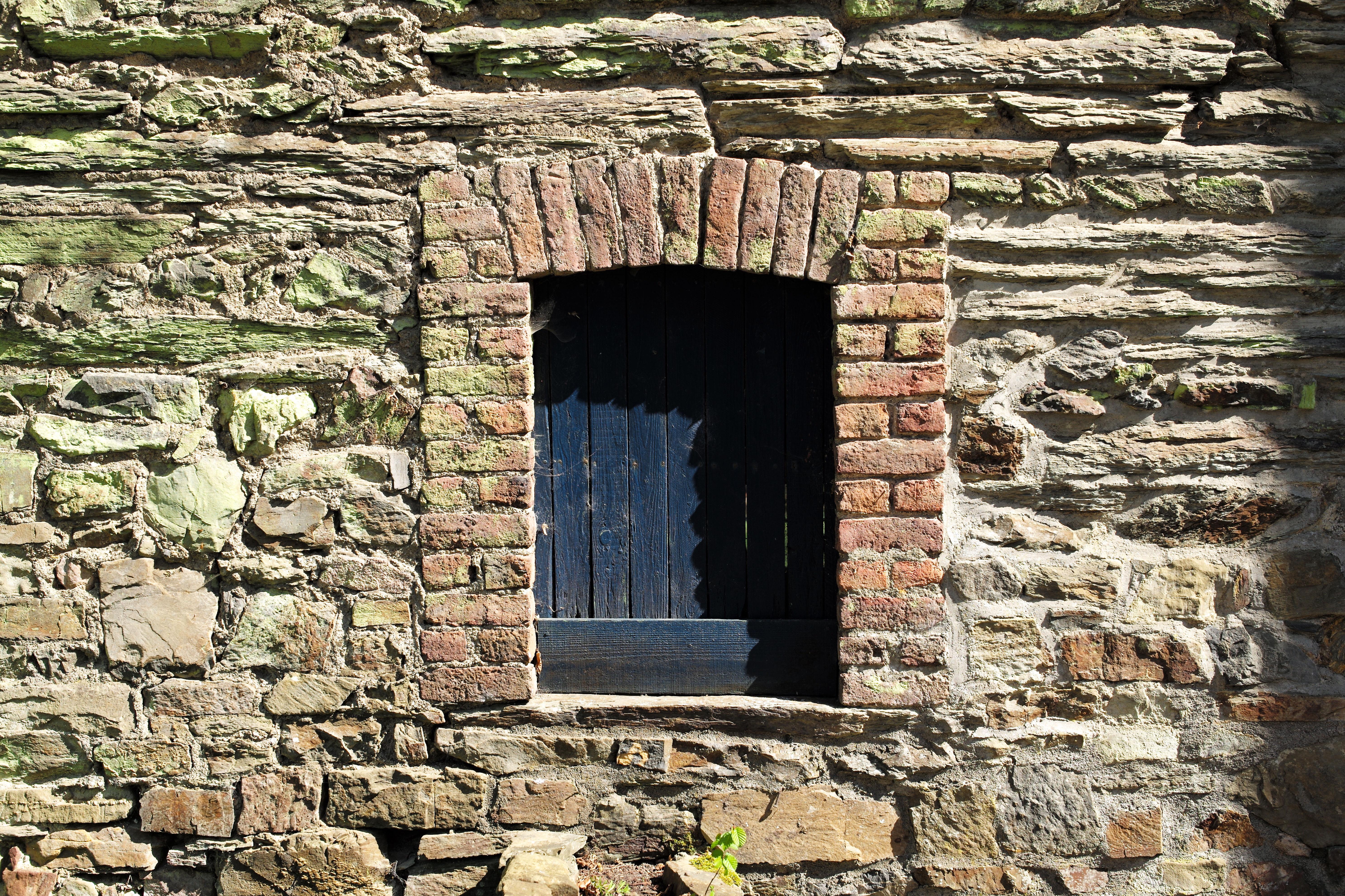 фото старинных каменных стен уже