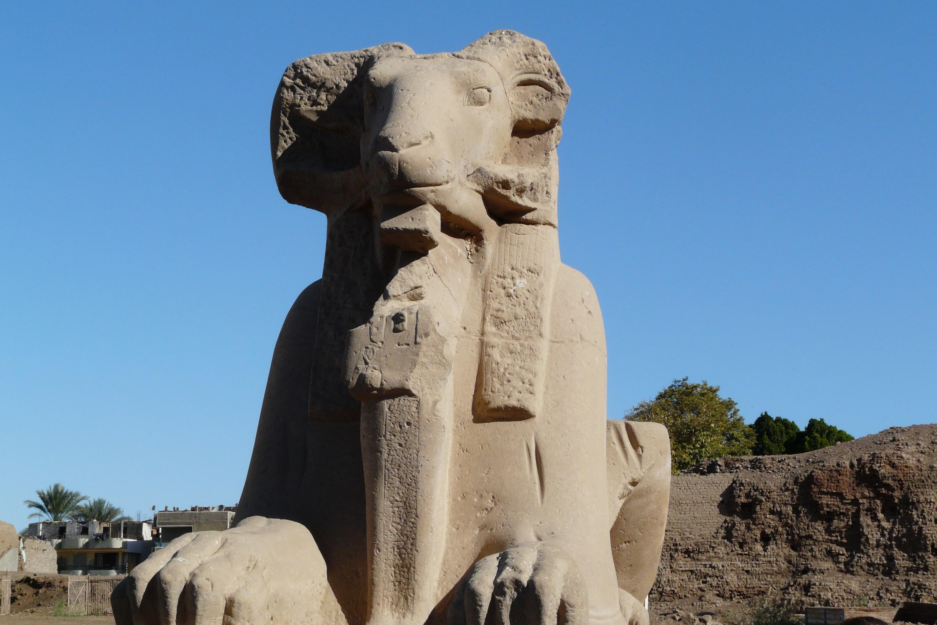 Статуи в египте картинки