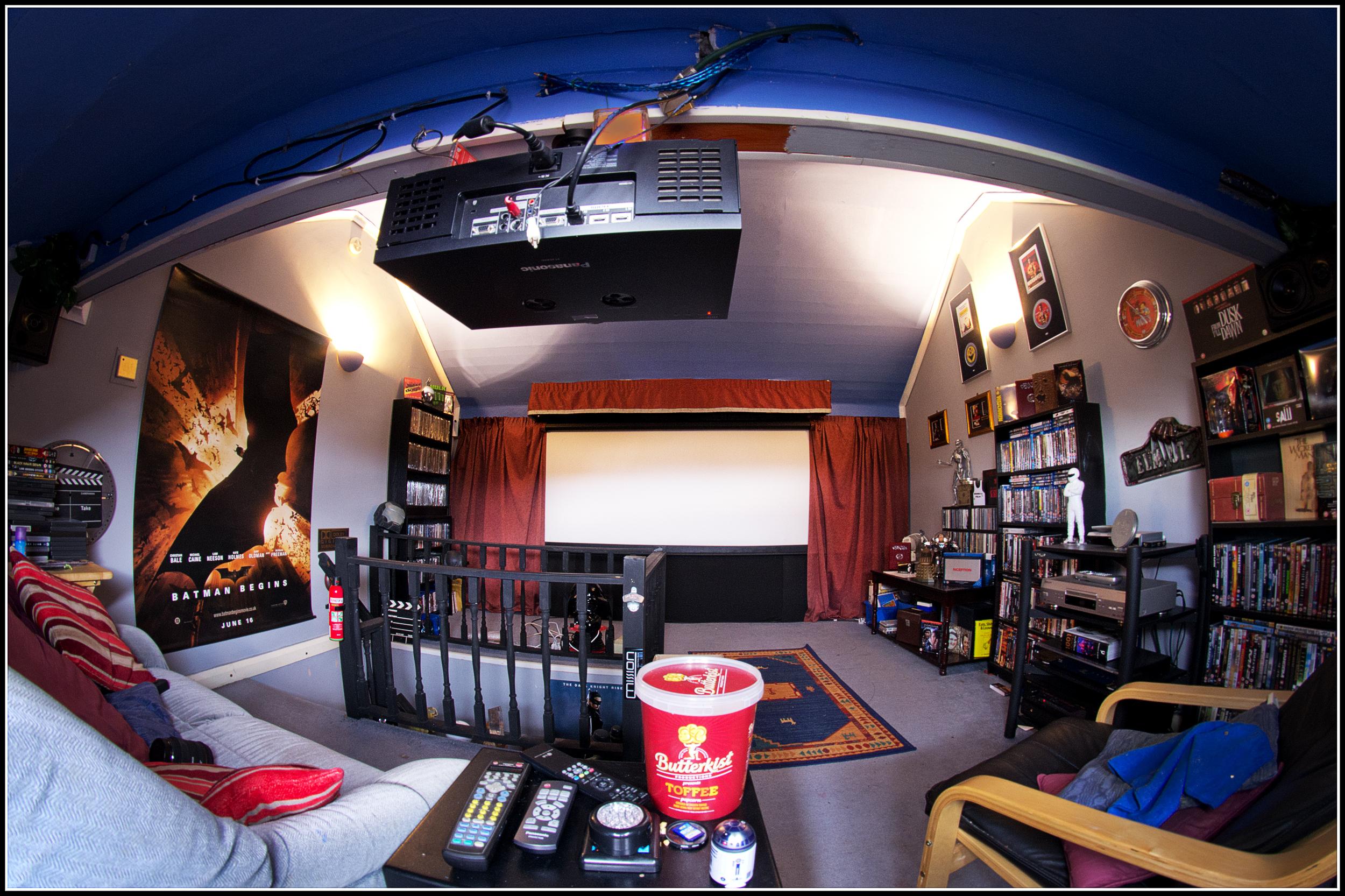 Bildschirm Bar Sammlung Dachboden Zimmer Innenarchitektur Poster Fisheye  Kino Sigma Beamer DVD Wakefield Panasonic Lautsprecher 8mm