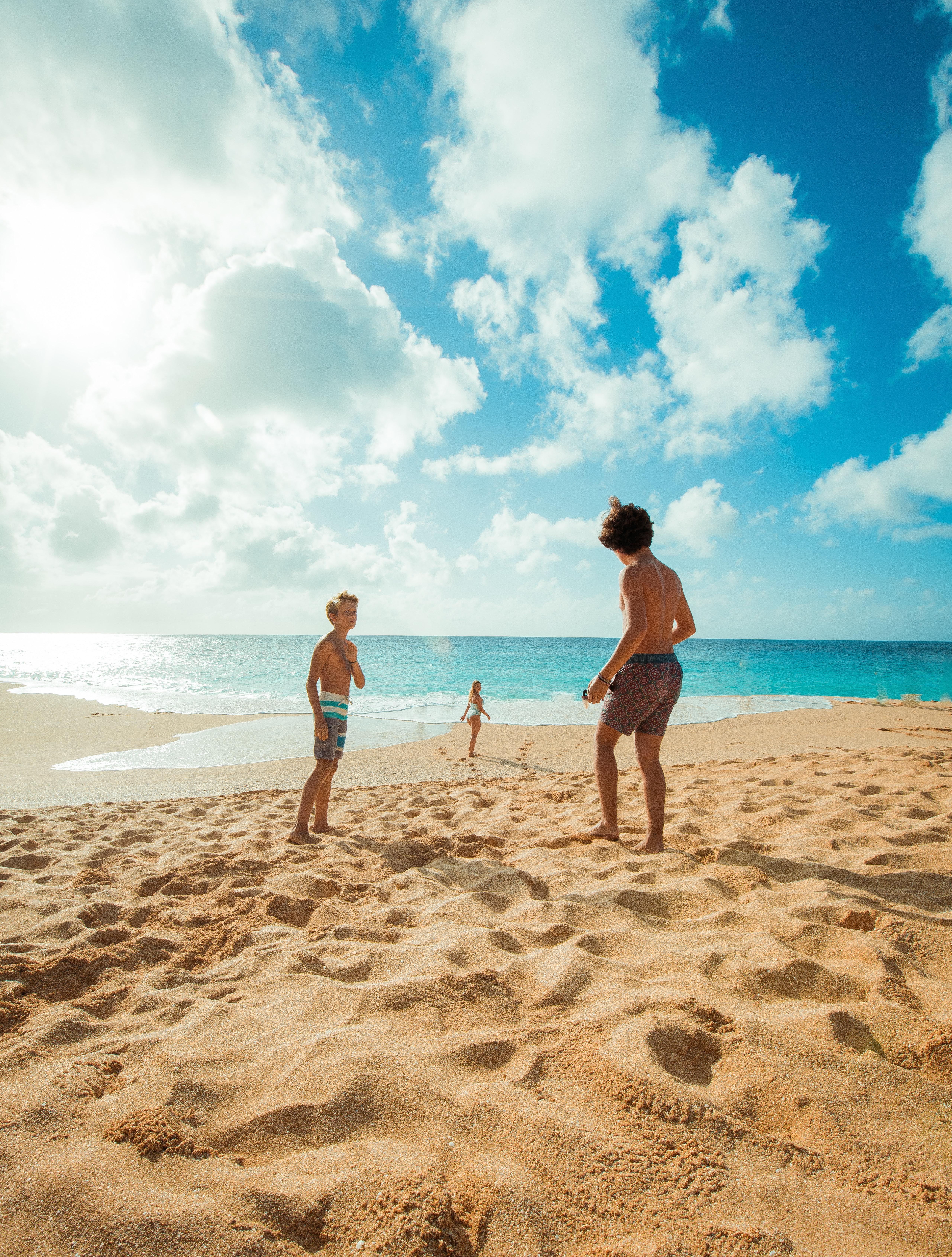 Картинки люди в пляжу