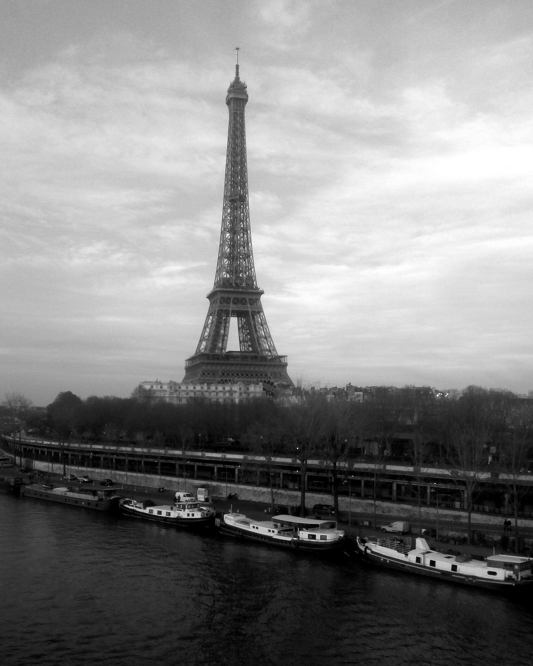 Gambar Laut Hitam Dan Putih Arsitektur Menara Eiffel