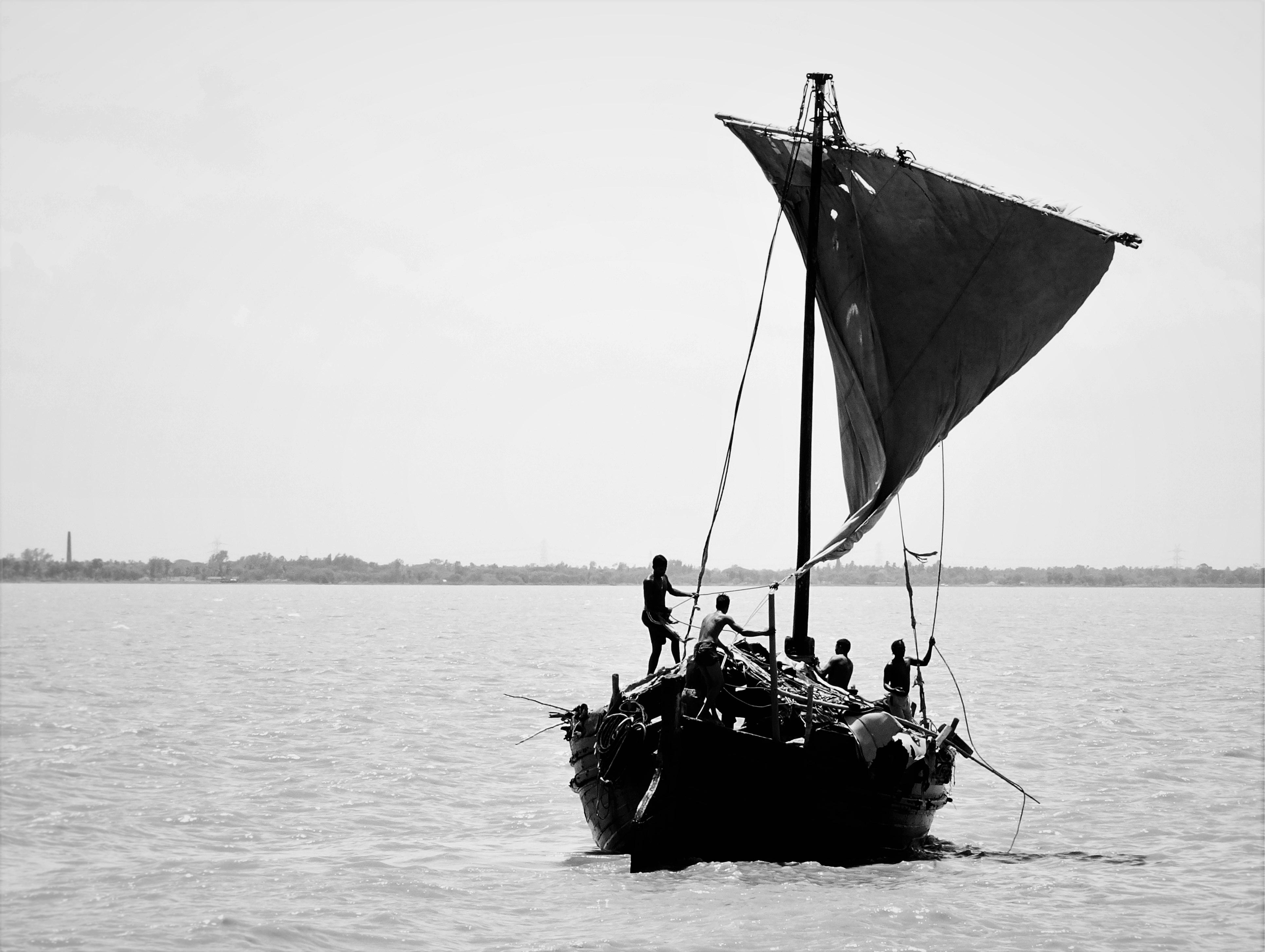 bateau de peche black and white
