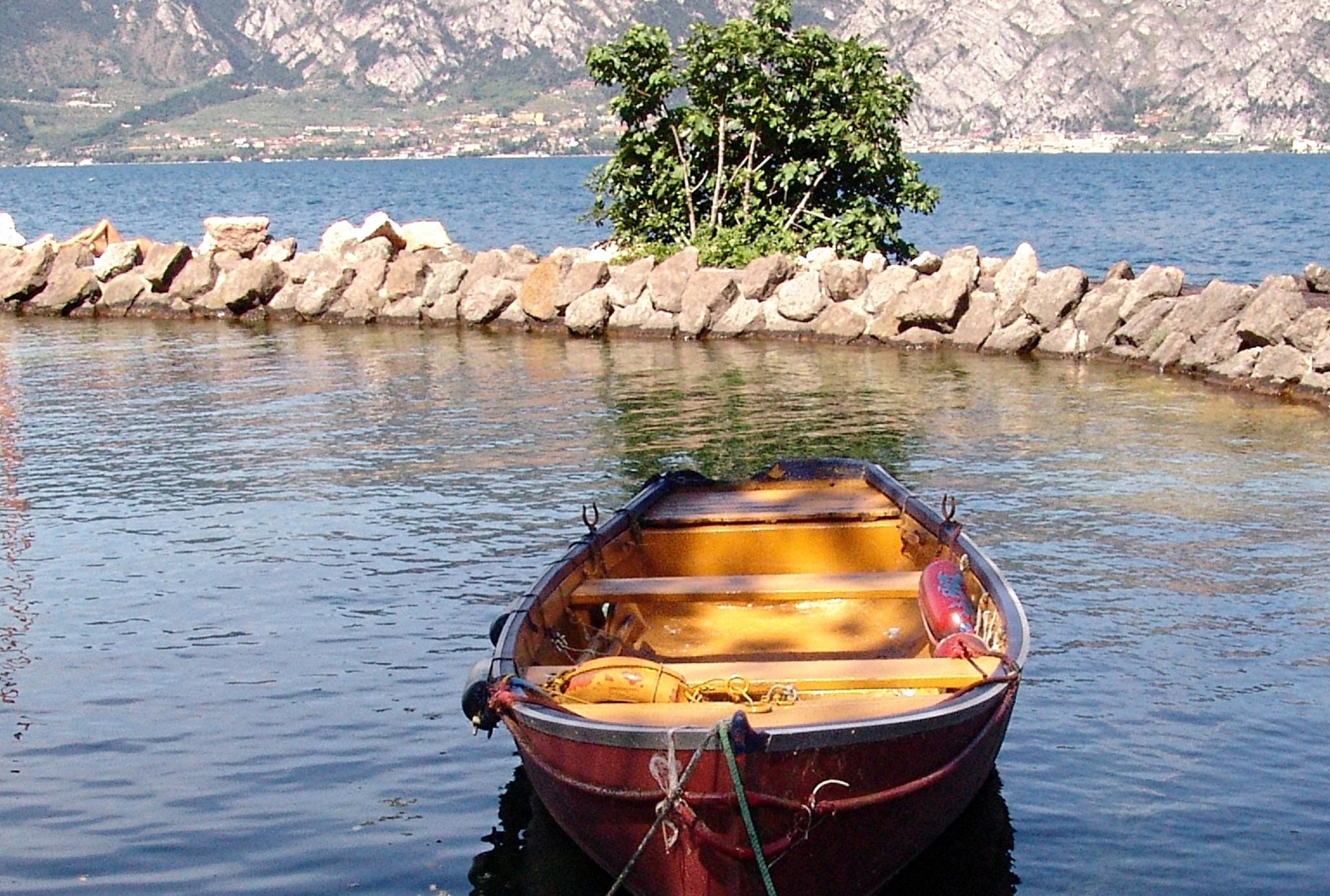 лодка открытка фото особенностью