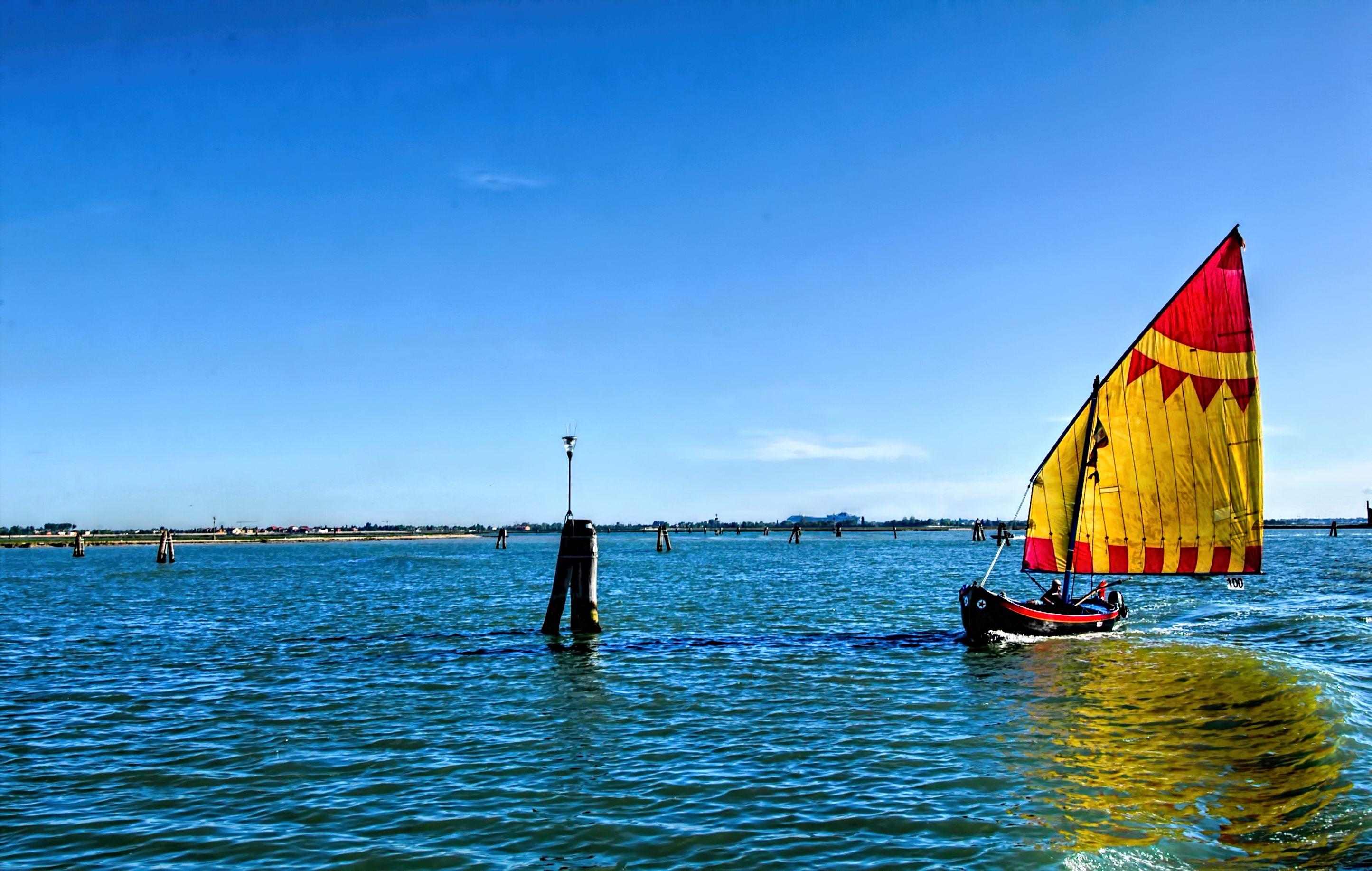 Лодка под парусом бердянск море фото