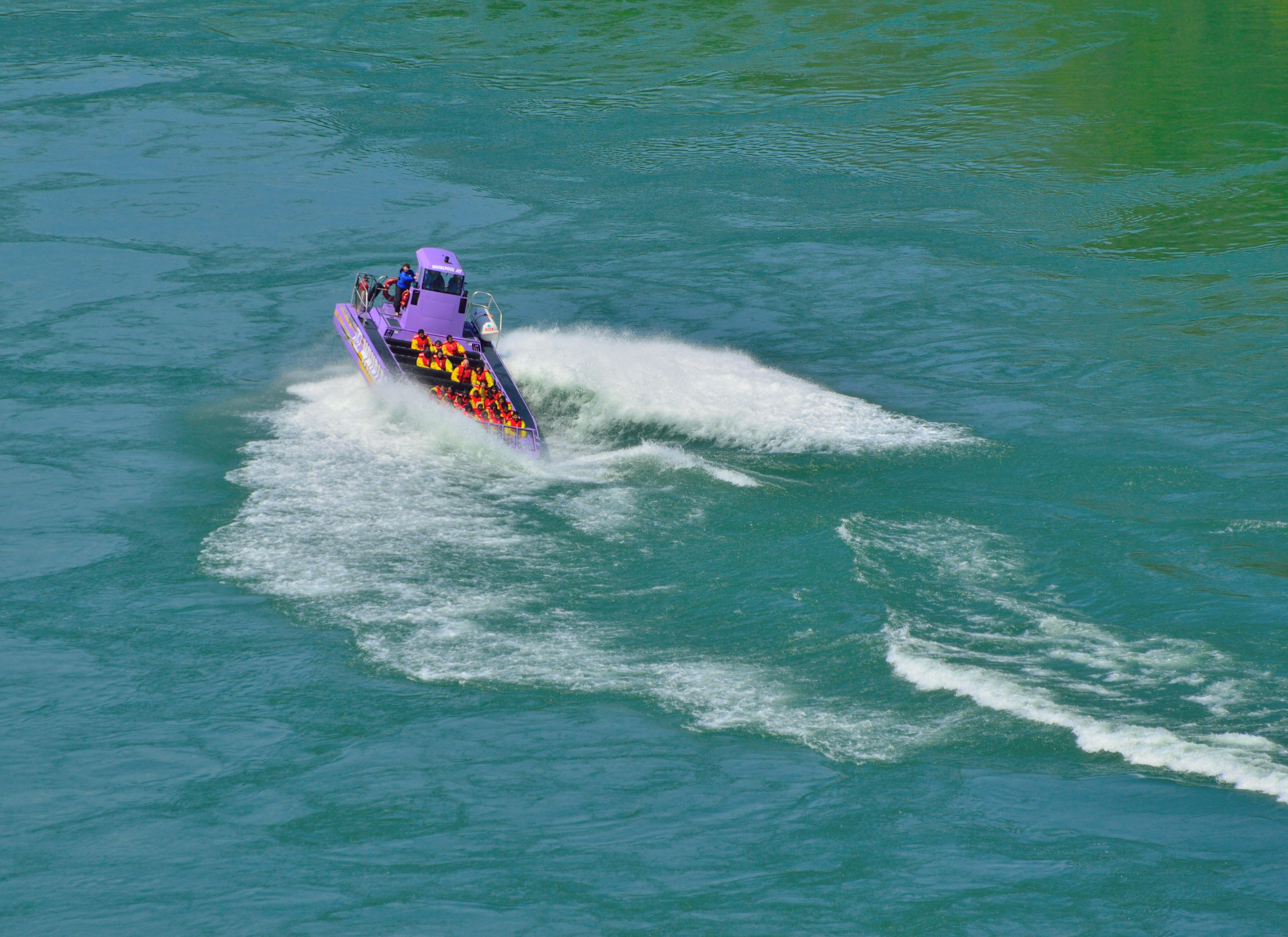 bateau a moteur wind