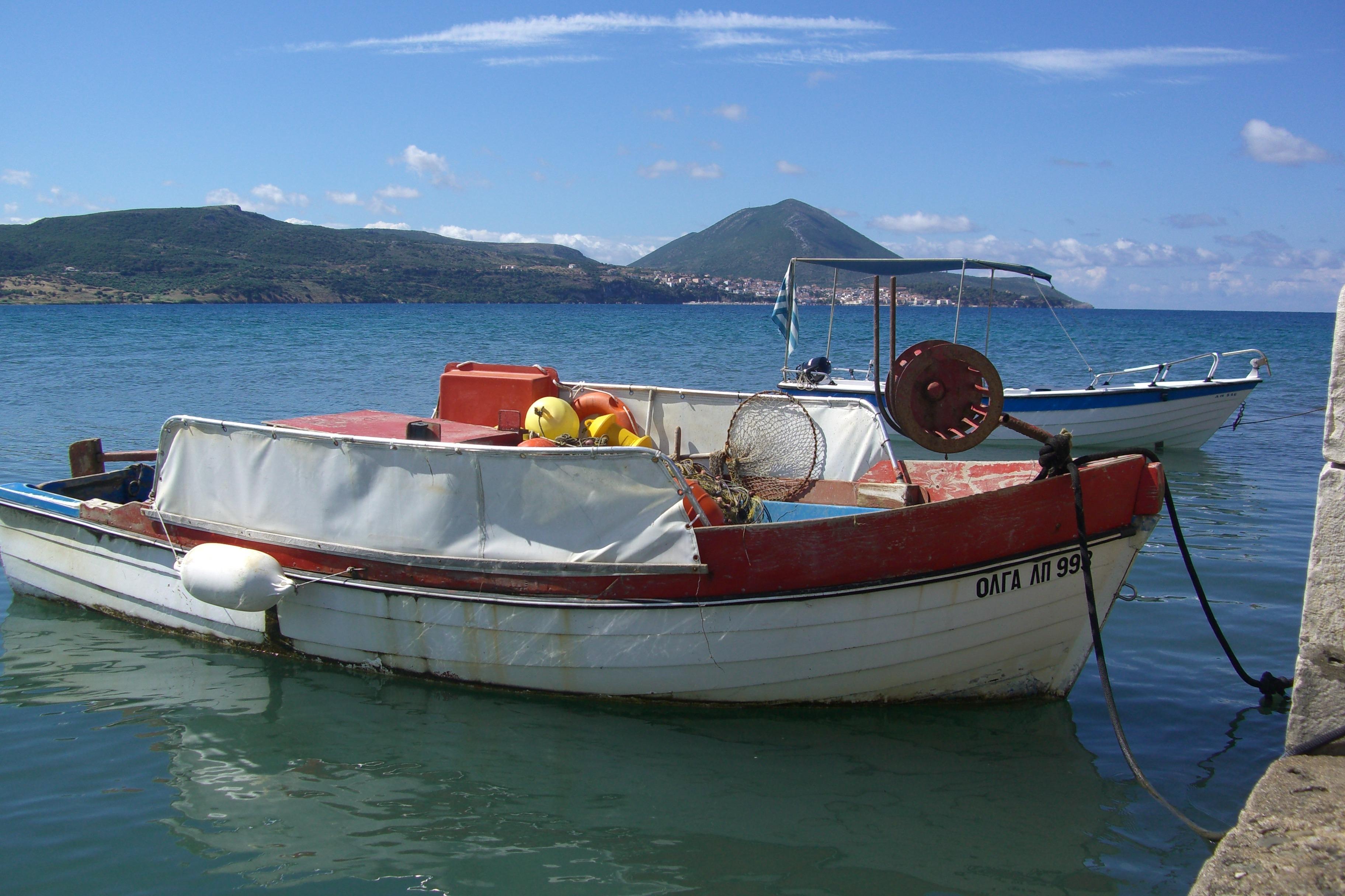 Картинка рыбацкая лодка