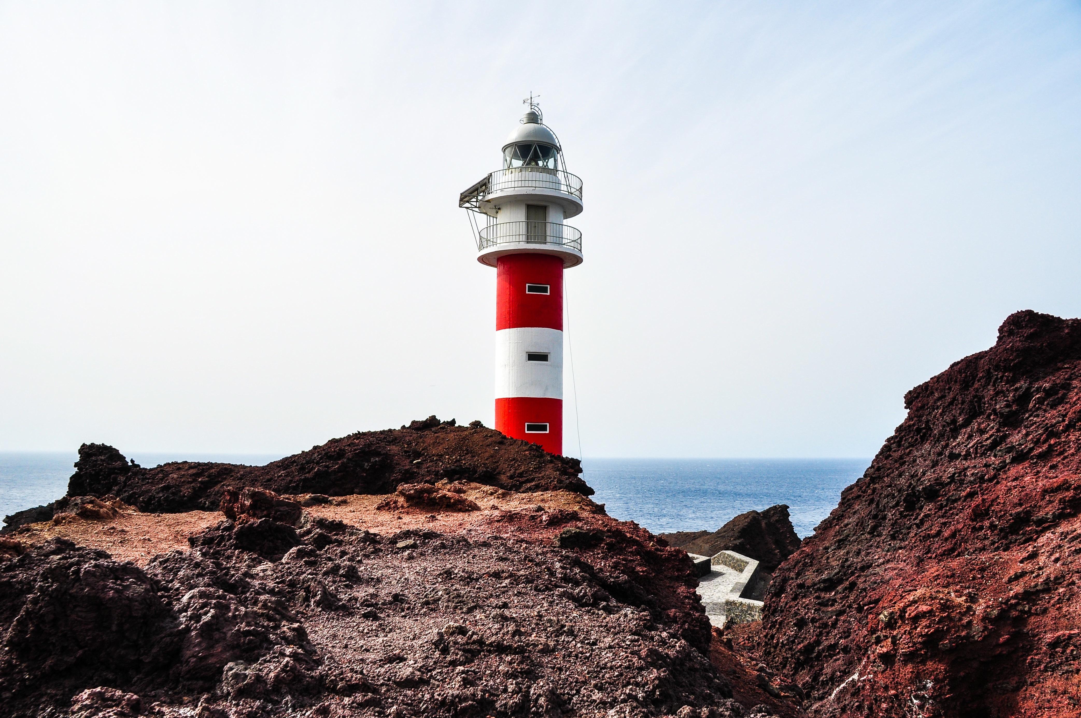 маяк на берегу моря фото деньки