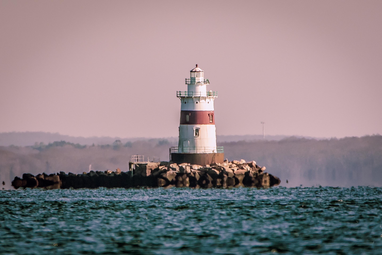 маяк в океане фото создал