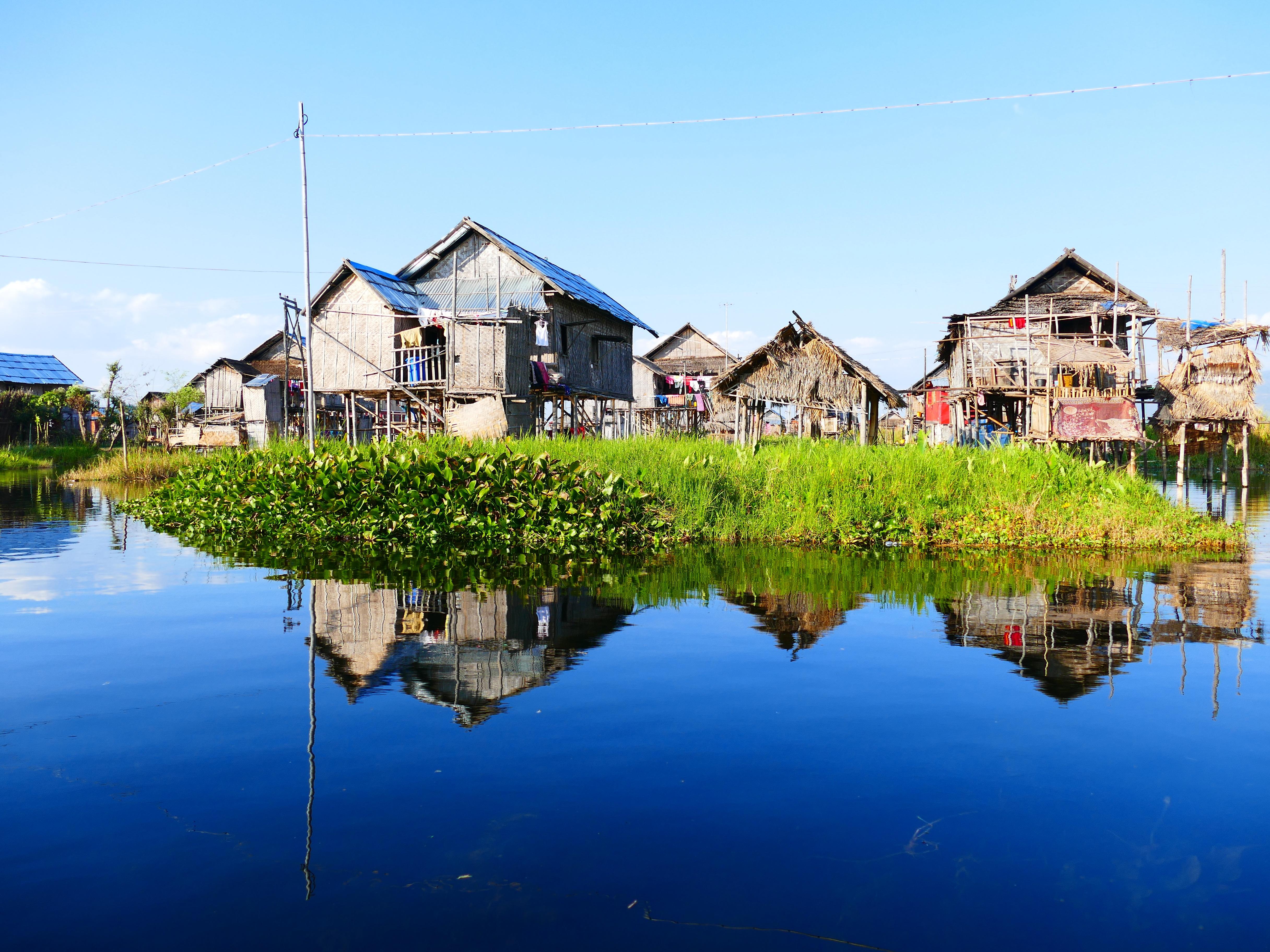 reflexin baha camino acutico tallo aguas reflejando myanmar birmania rea rural insee palafitas casa sobre pilotes casa sobre pilotes