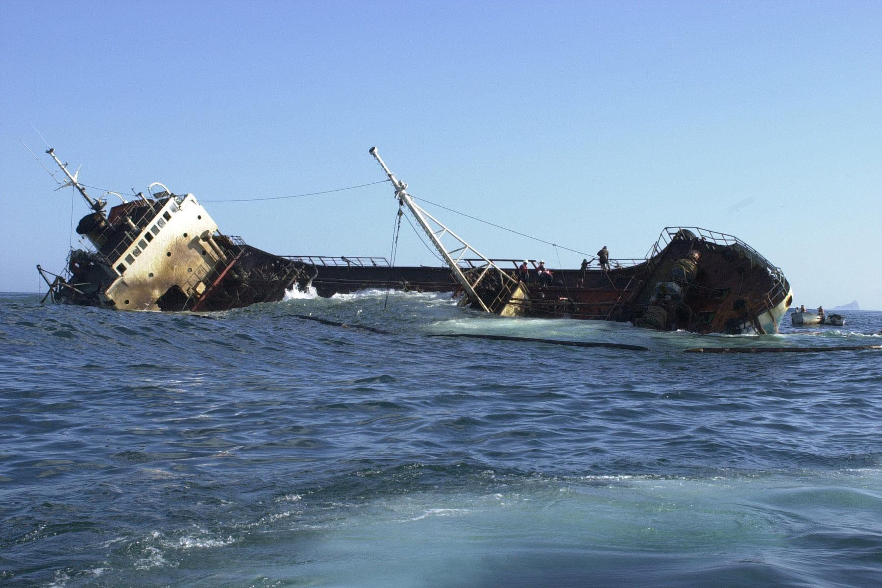 Фото тонущего корабля