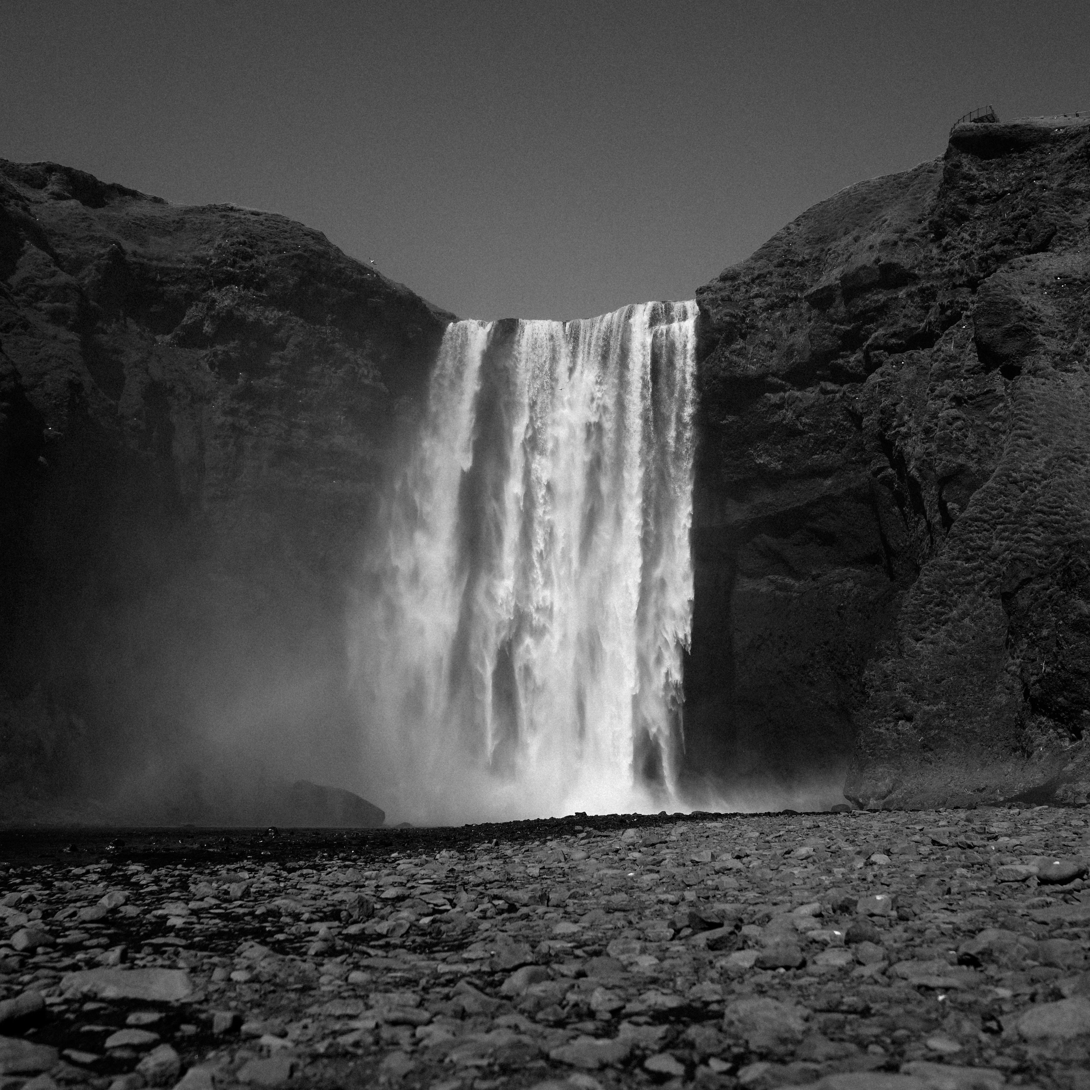 меня черно белые картинки водопад земле обитало