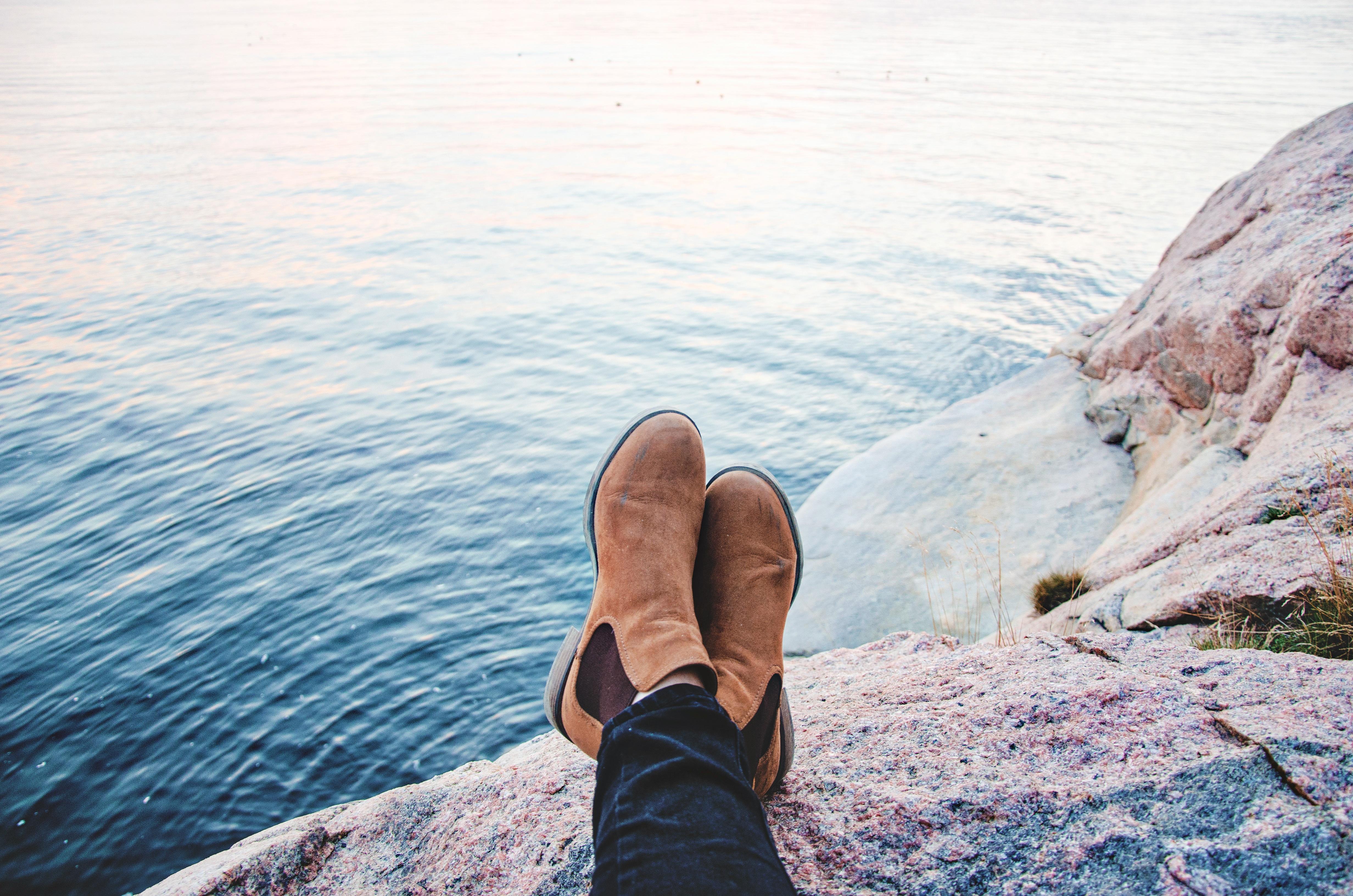 наделяет фото море через ноги имеет