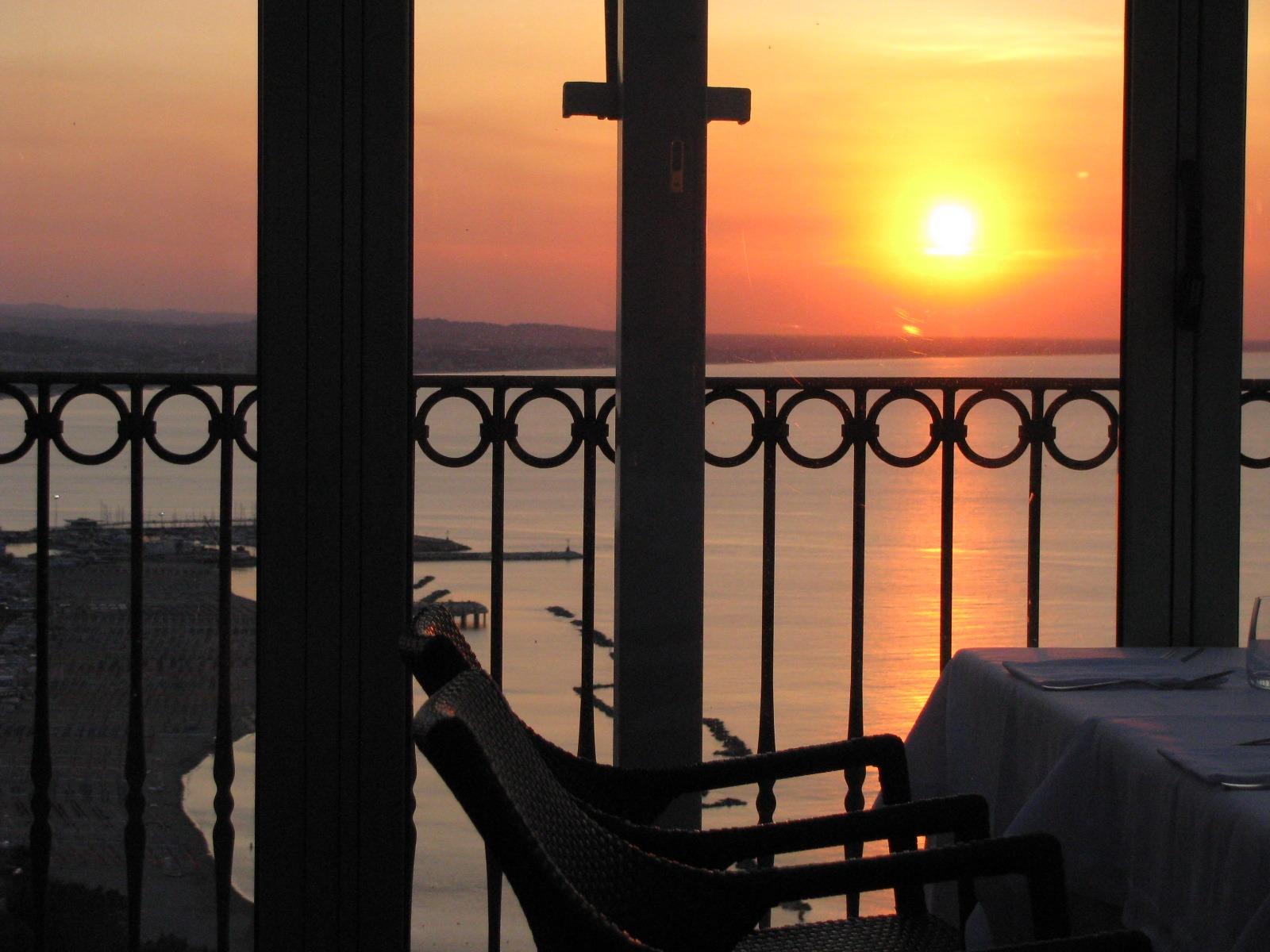 Картинки закат с балкона
