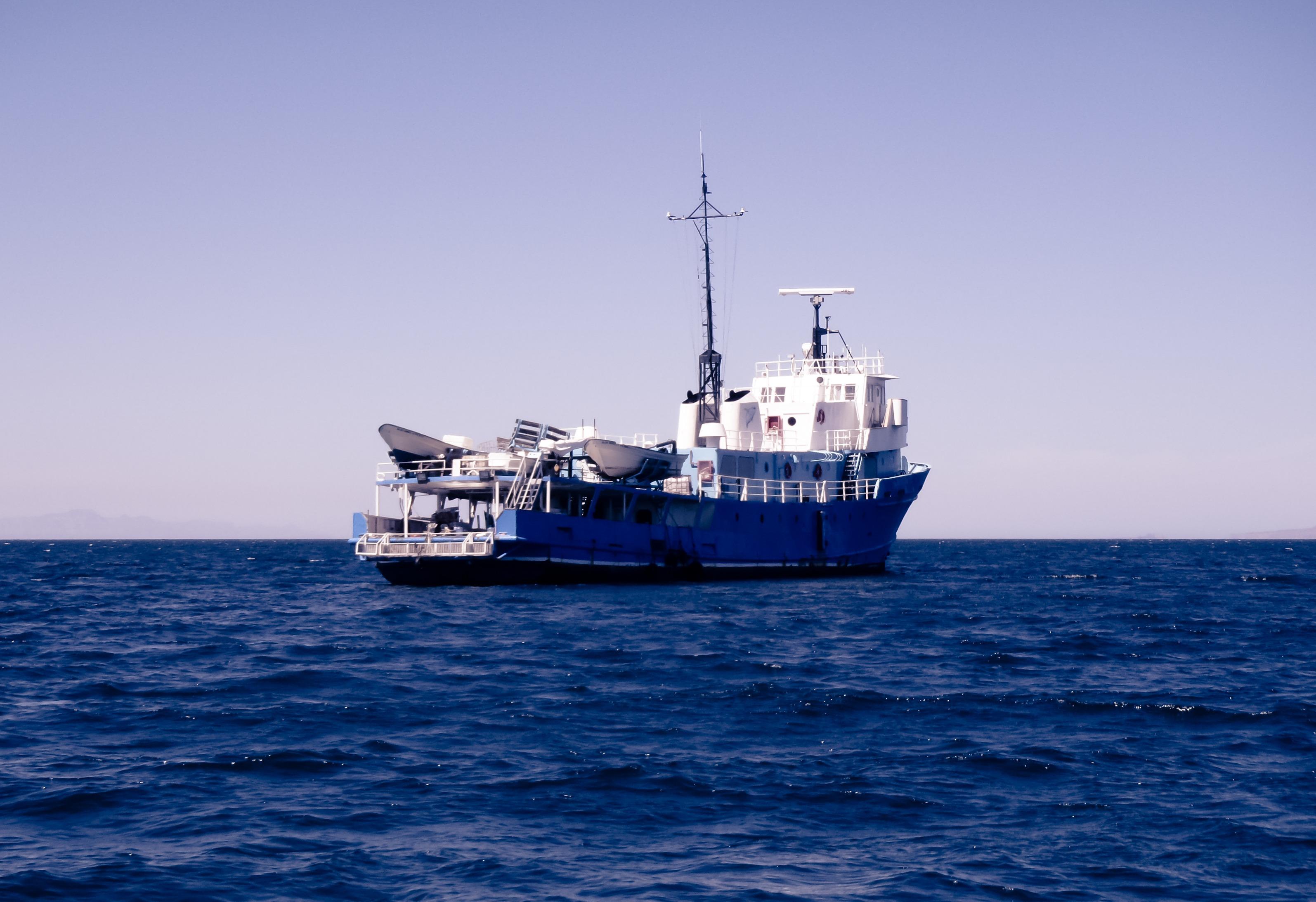 фотографии промысловых судов в море фотоквеста заключается том