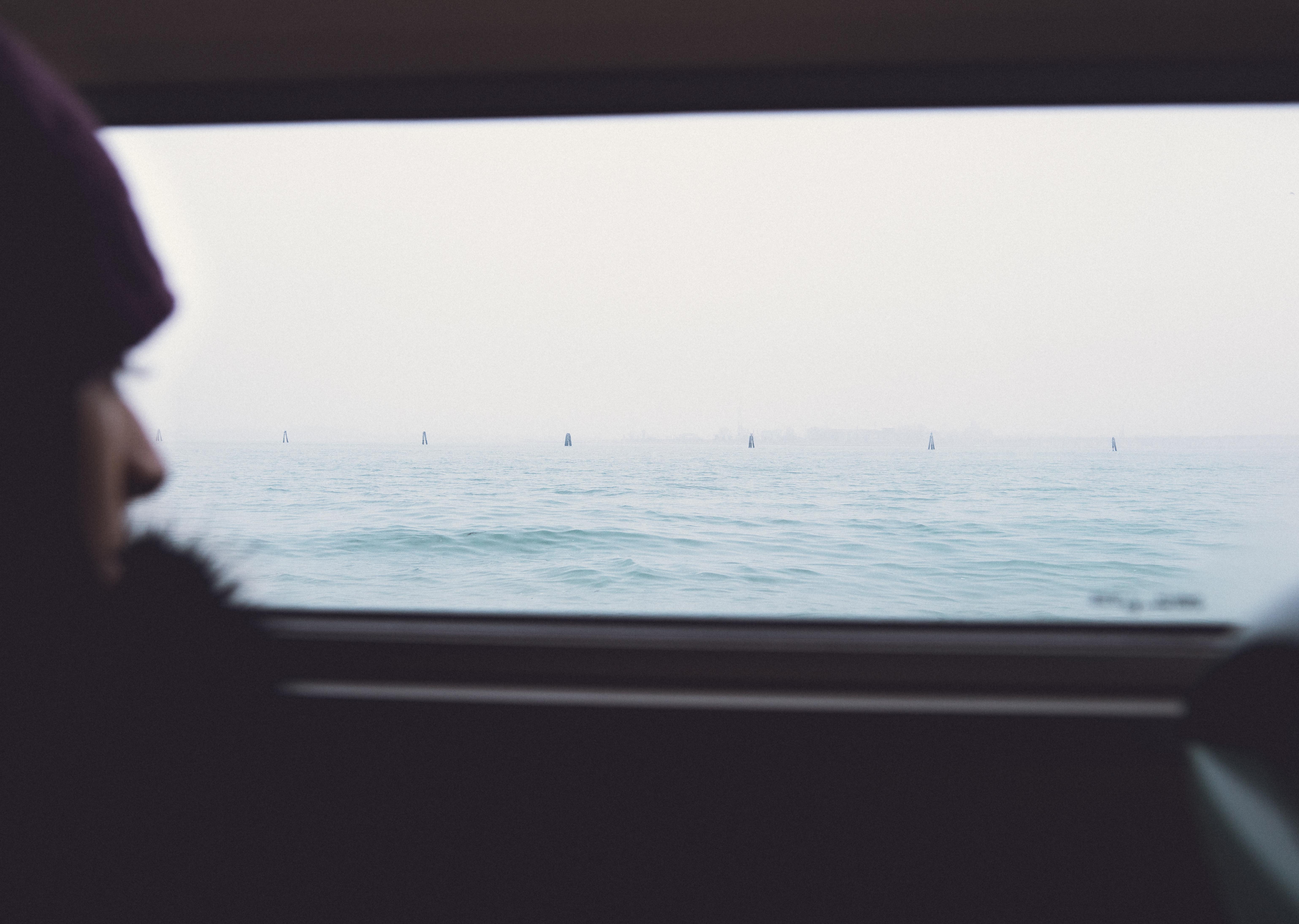 Fotos gratis : mar, Oceano, persona, ligero, blanco, ventana ...