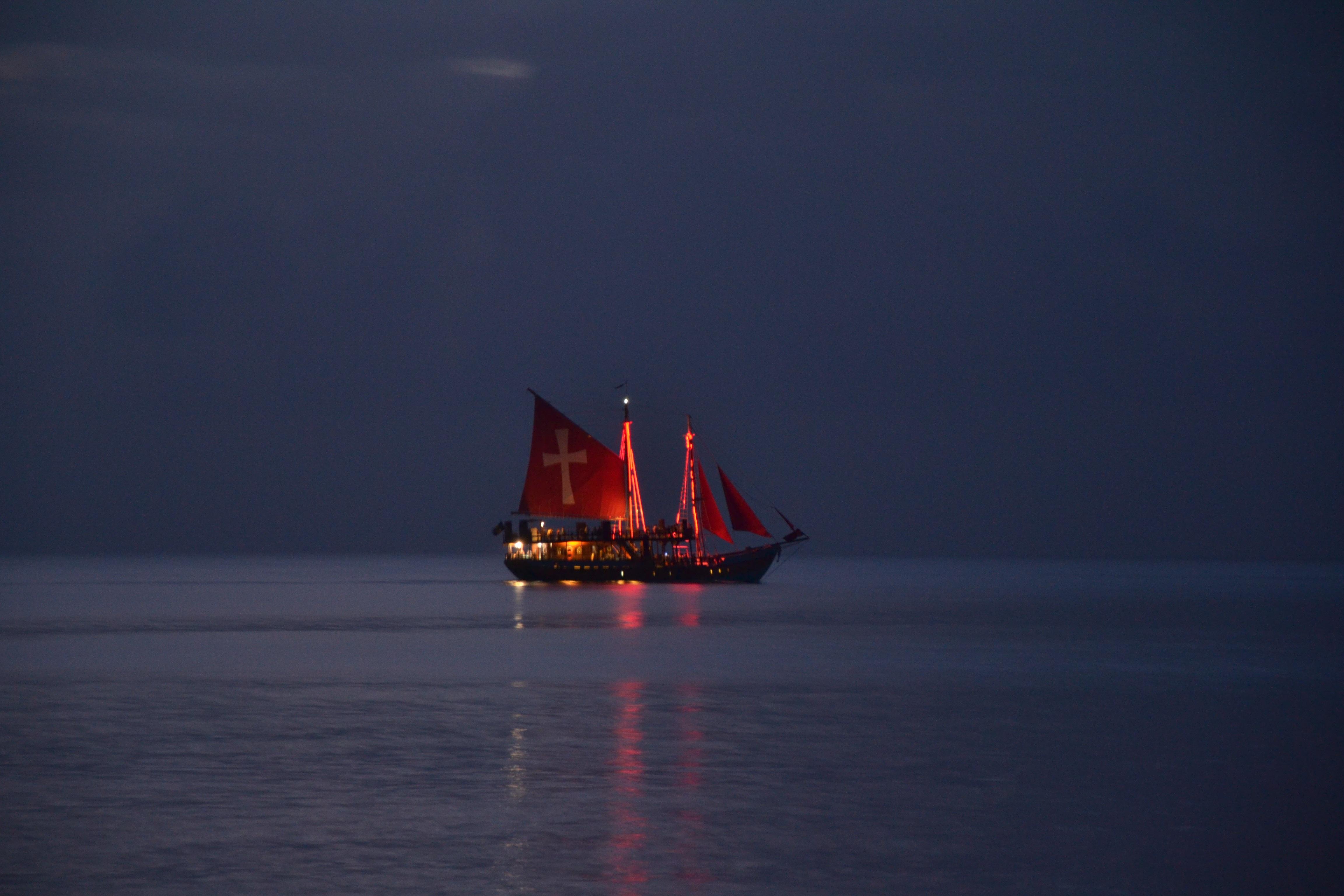 Segelschiffe auf dem meer sonnenuntergang  Kostenlose foto : Sonnenuntergang, Boot, Nacht-, Atmosphäre ...