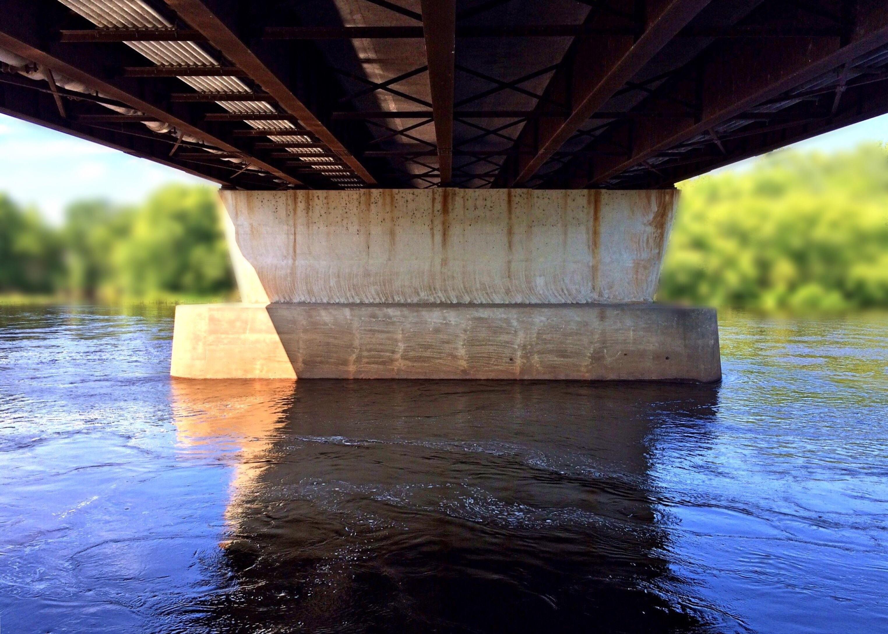 картинки реки под мостом люверсов установлены