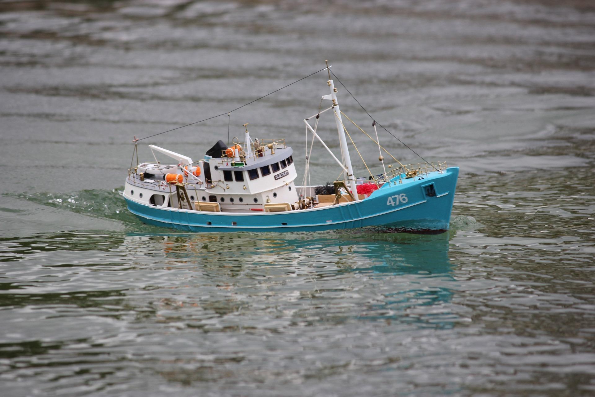Free sea water play ship vehicle sailing child