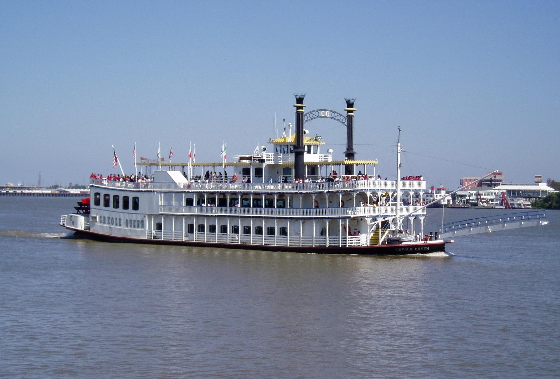 bateau a moteur histoire
