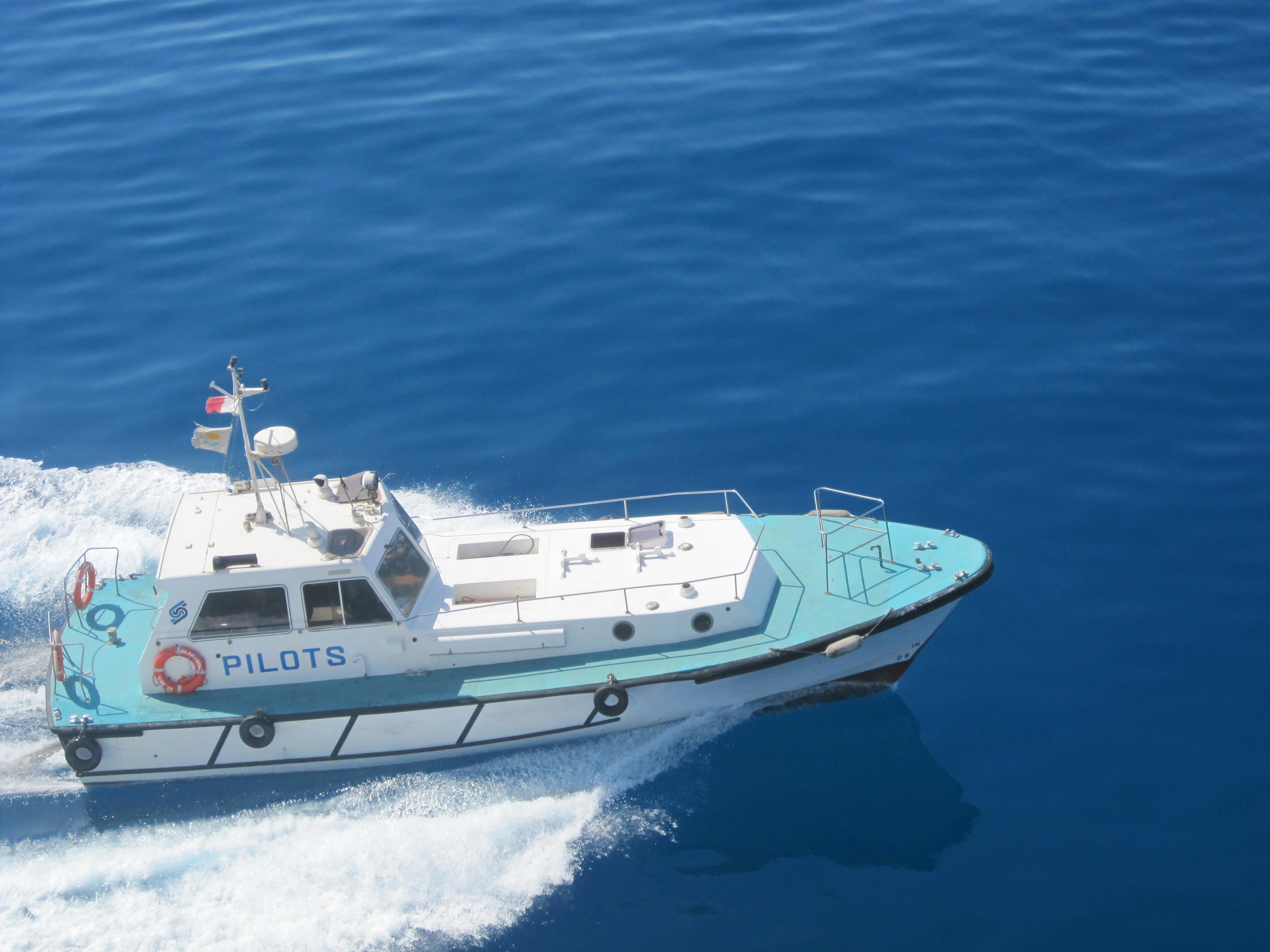 images gratuites mer eau navire d marrage v hicule bateau moteur motomarine. Black Bedroom Furniture Sets. Home Design Ideas