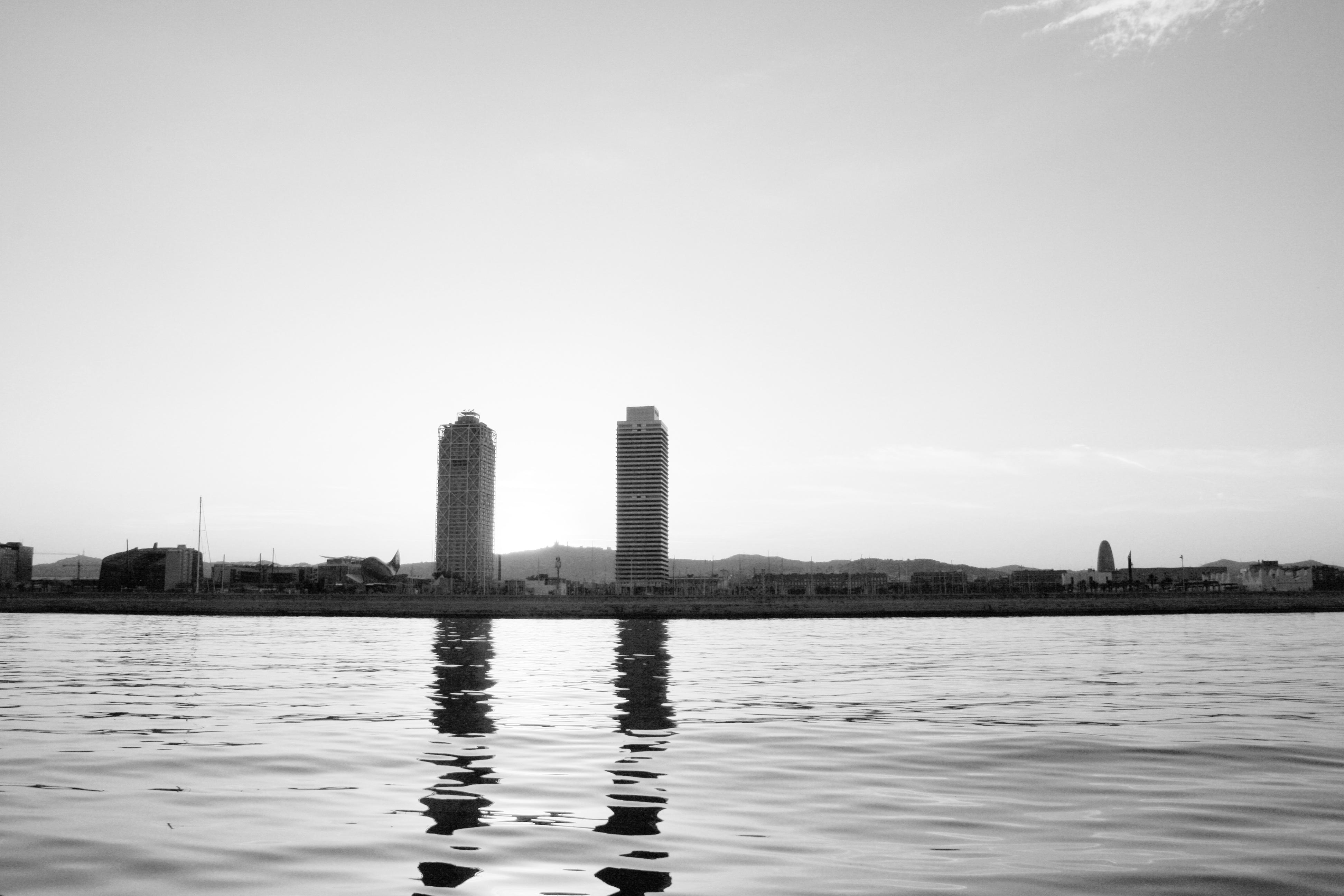обработать фотографии можно ли сбивать горизонт на фото синевато-серым