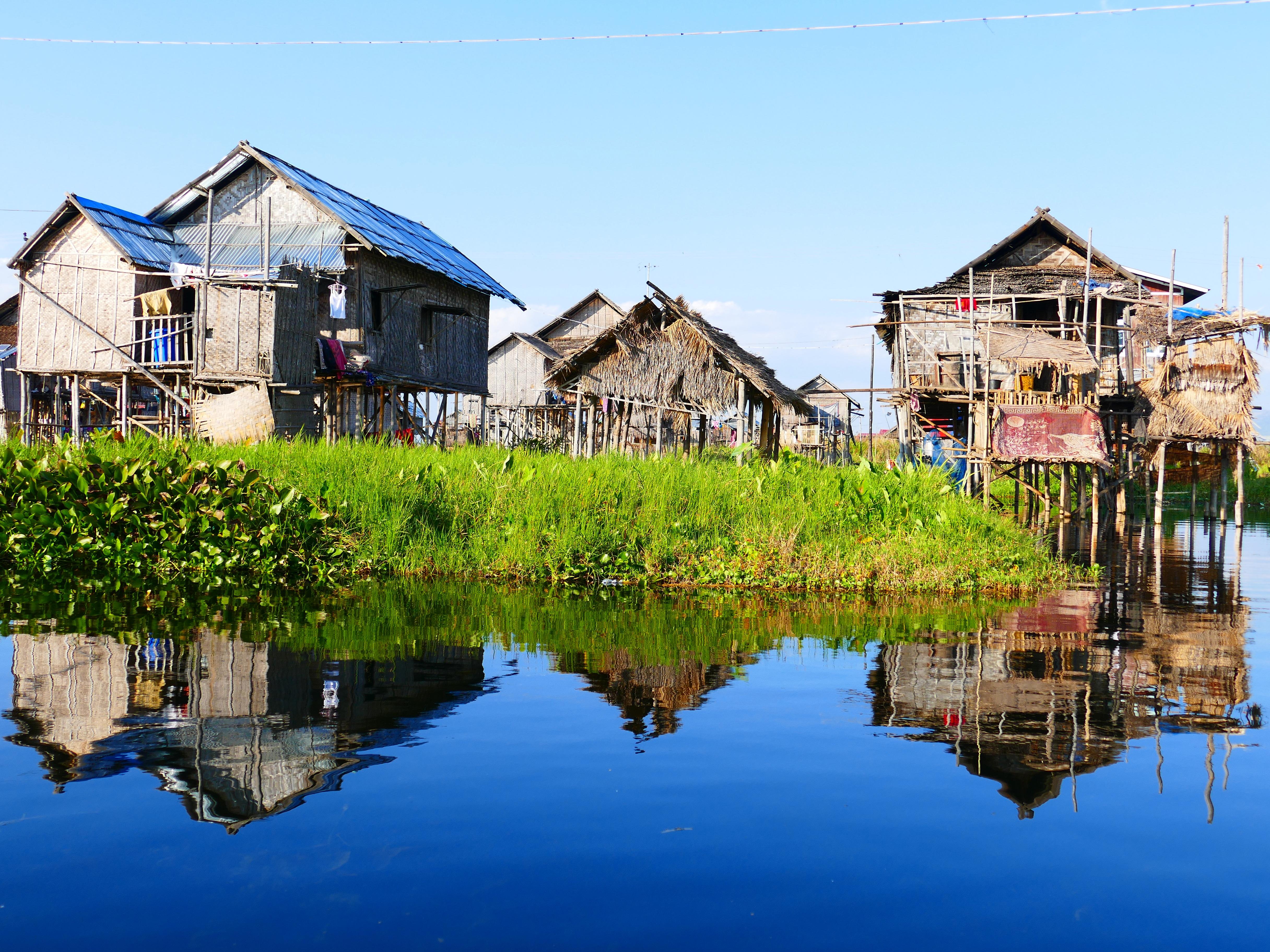 vacaciones choza reflexin camino acutico tallo aguas myanmar birmania rea rural insee palafitas casa sobre pilotes casa sobre pilotes