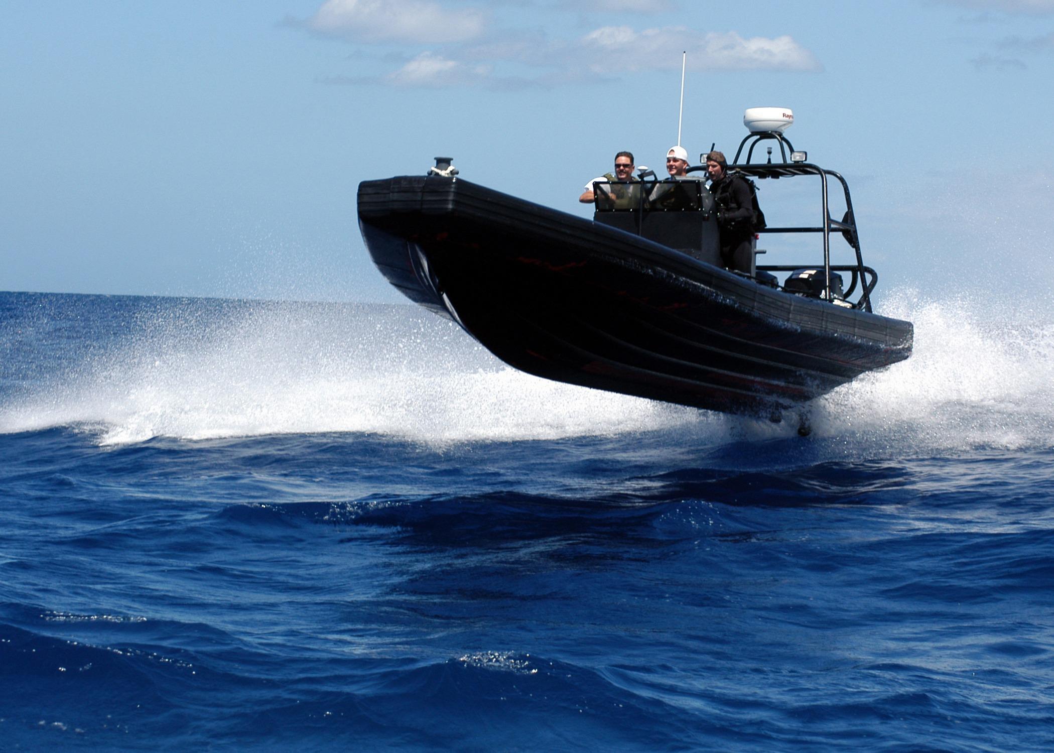 фото морских катеров лучше разместить статуэтку