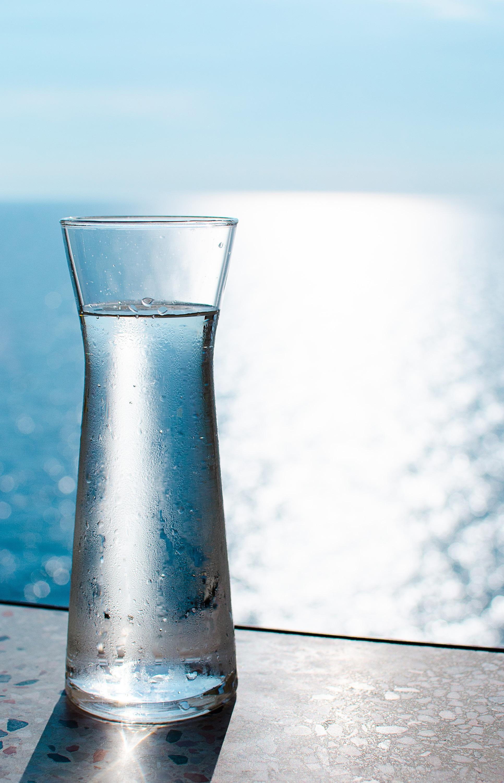 eau minerale bouteille en verre