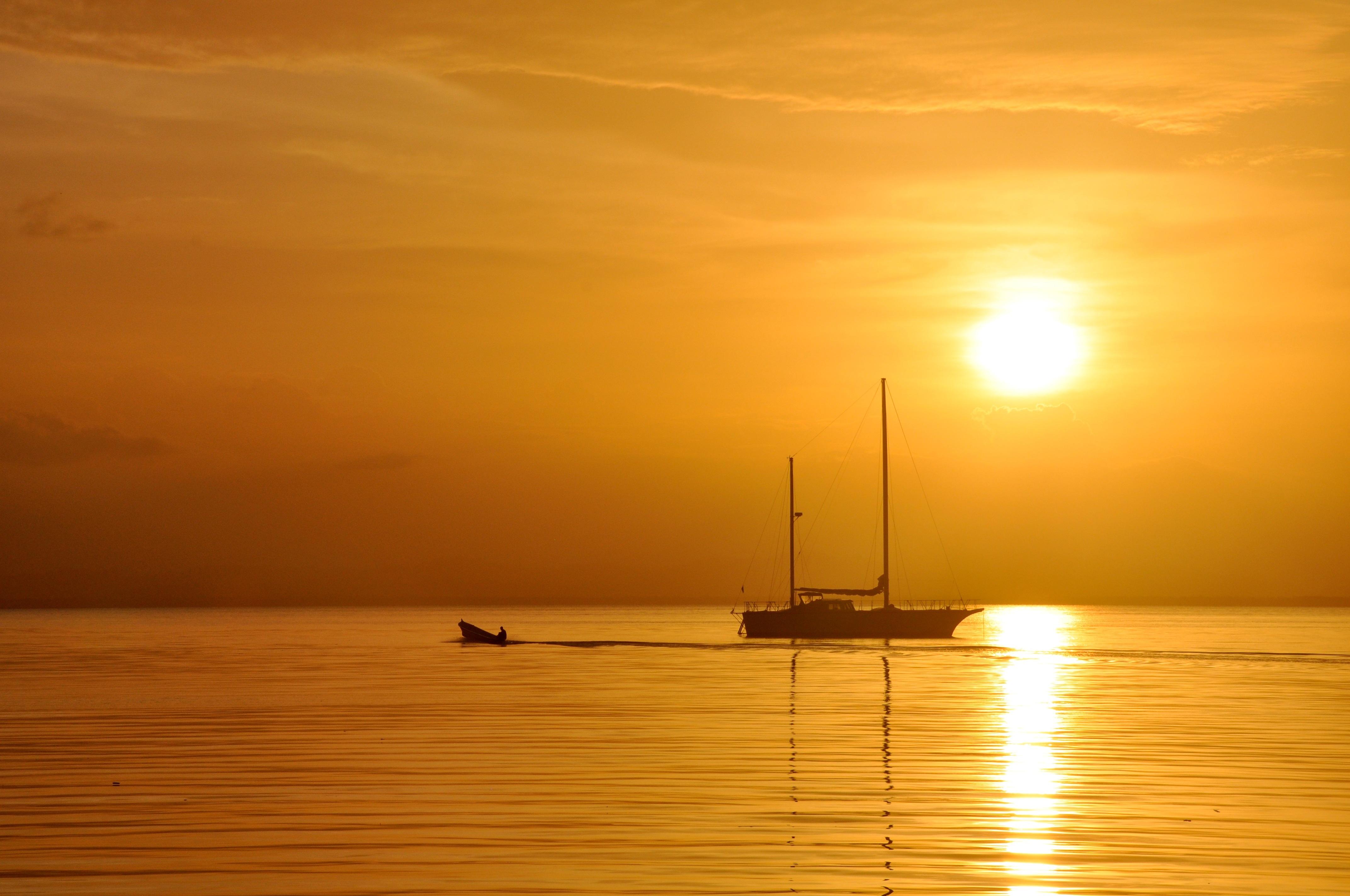 море солнце закат яхта скачать