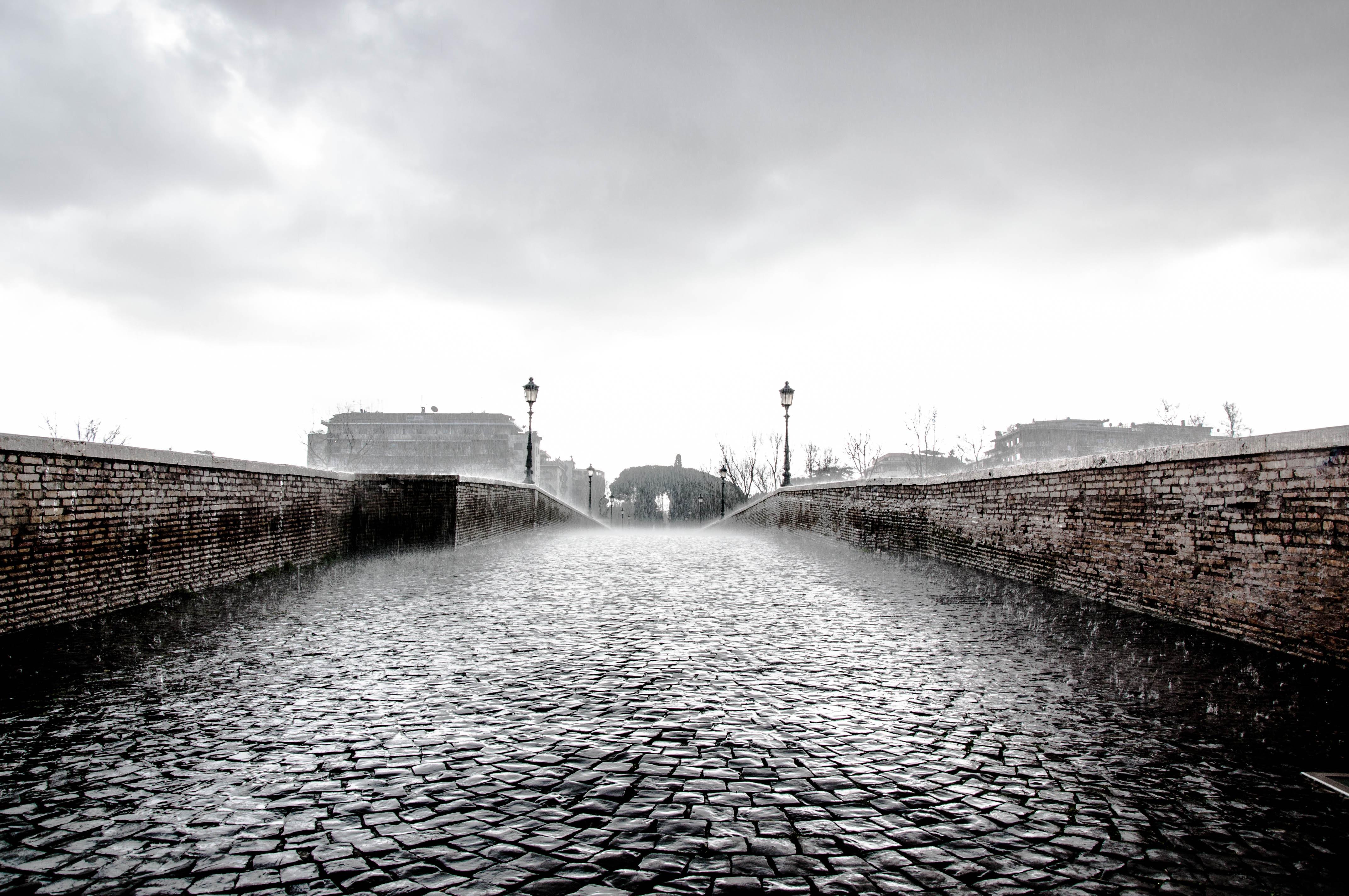 мост под дождем картинки женская