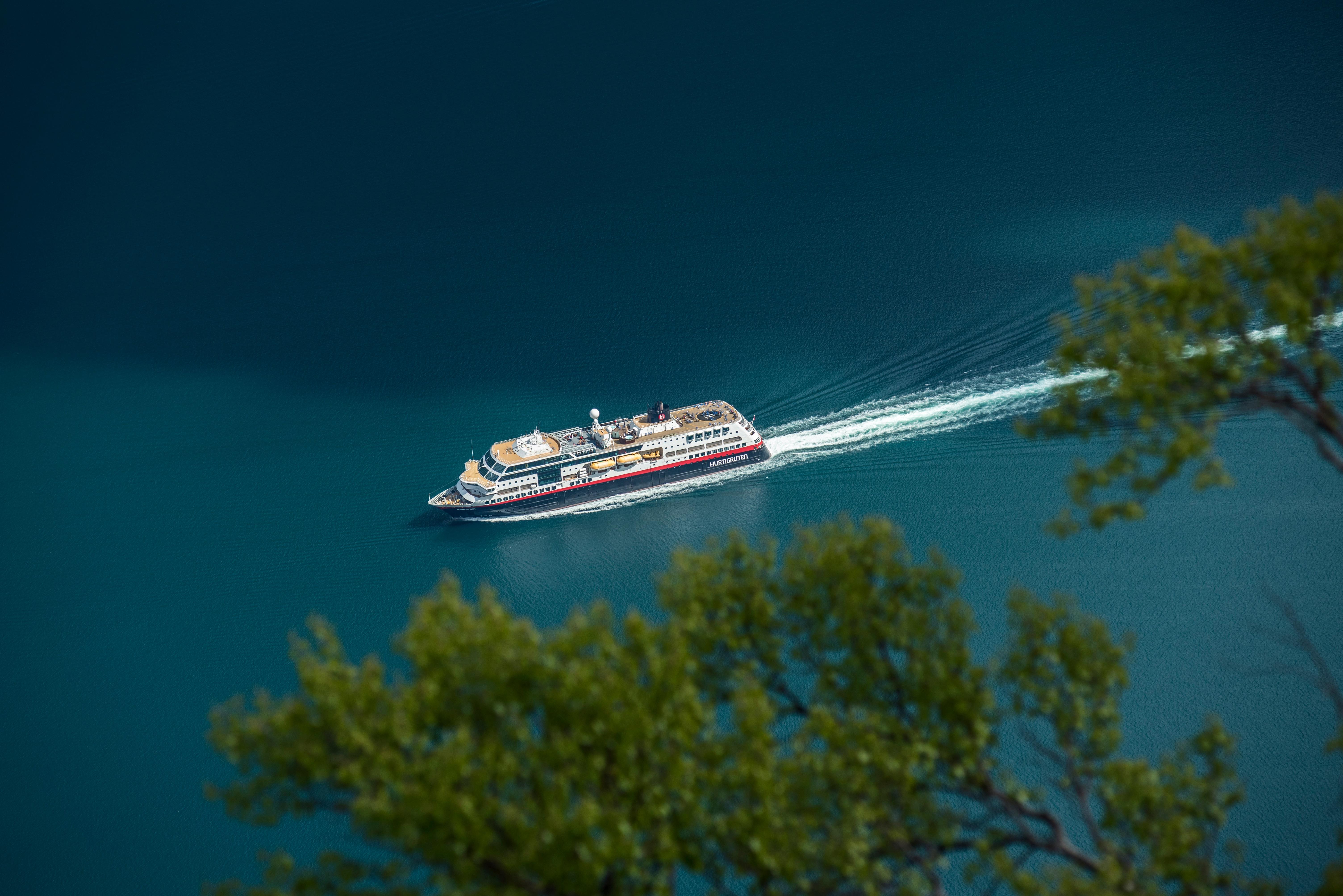 Gambar Laut Air Refleksi Kendaraan Pelayaran Berlayar