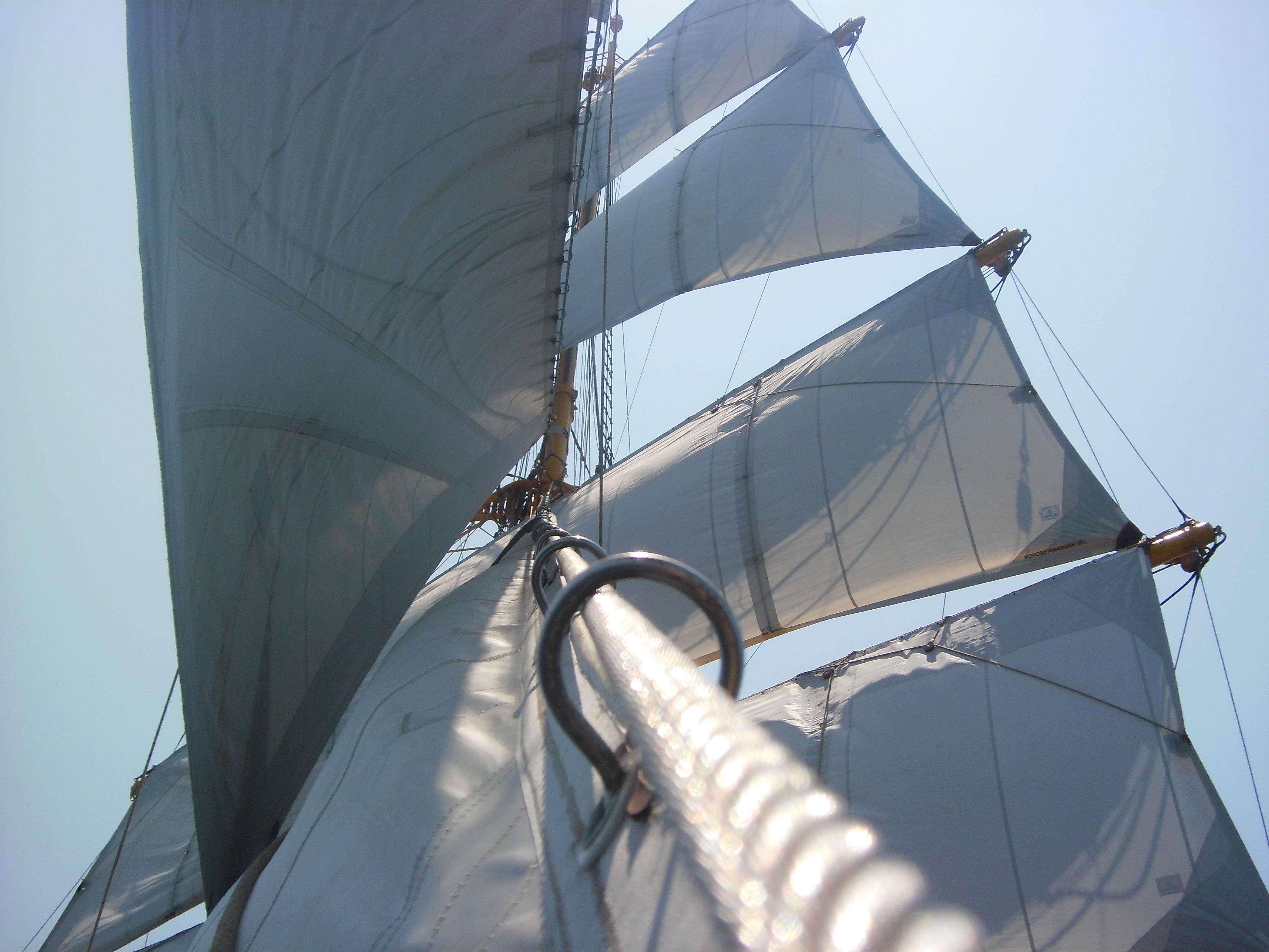 длине укороченных поднятые паруса на корабле фото так называли стан