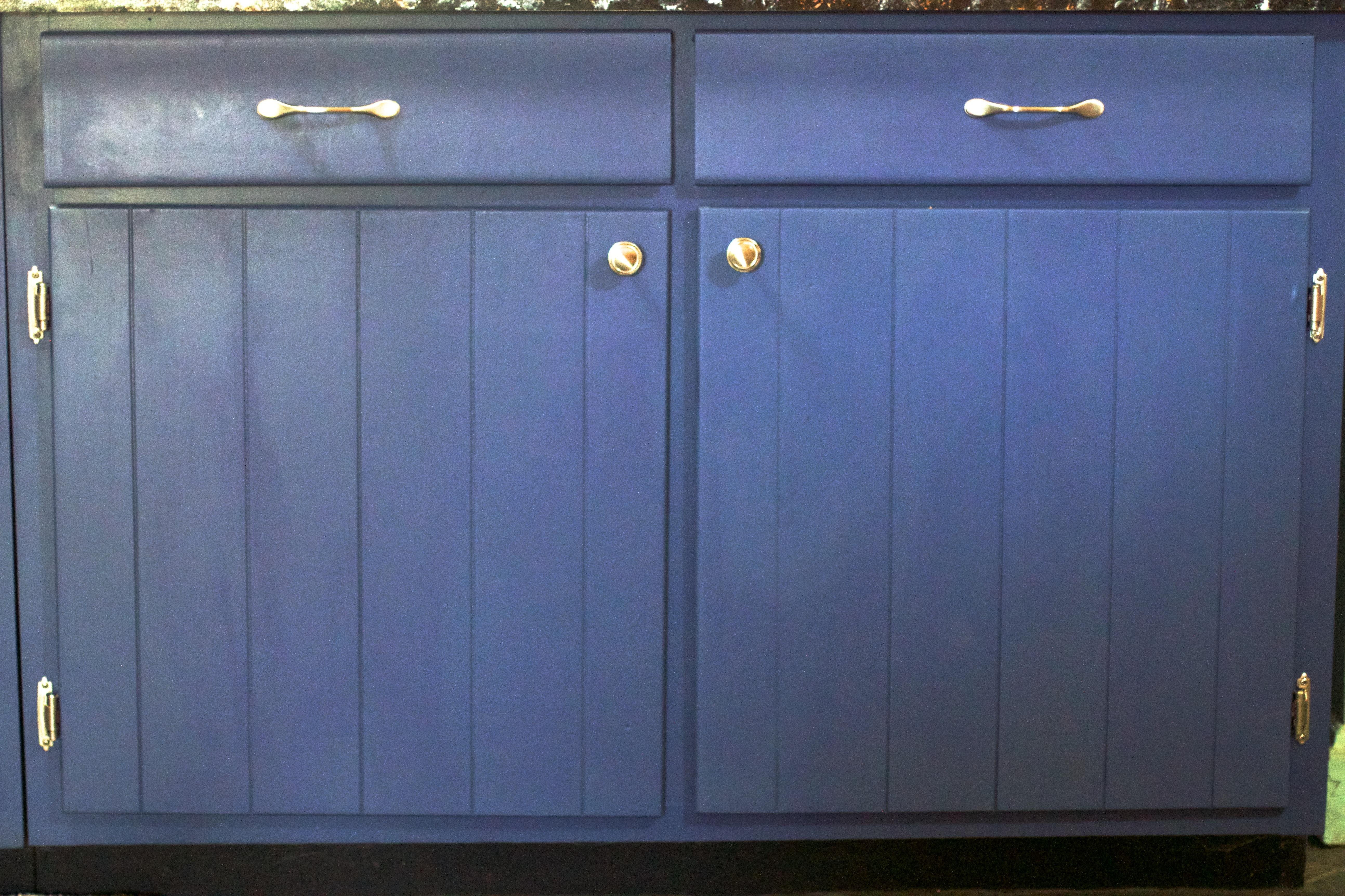 images gratuites cabanon meubles placard buffet porte de garage classeur 5175x3450. Black Bedroom Furniture Sets. Home Design Ideas