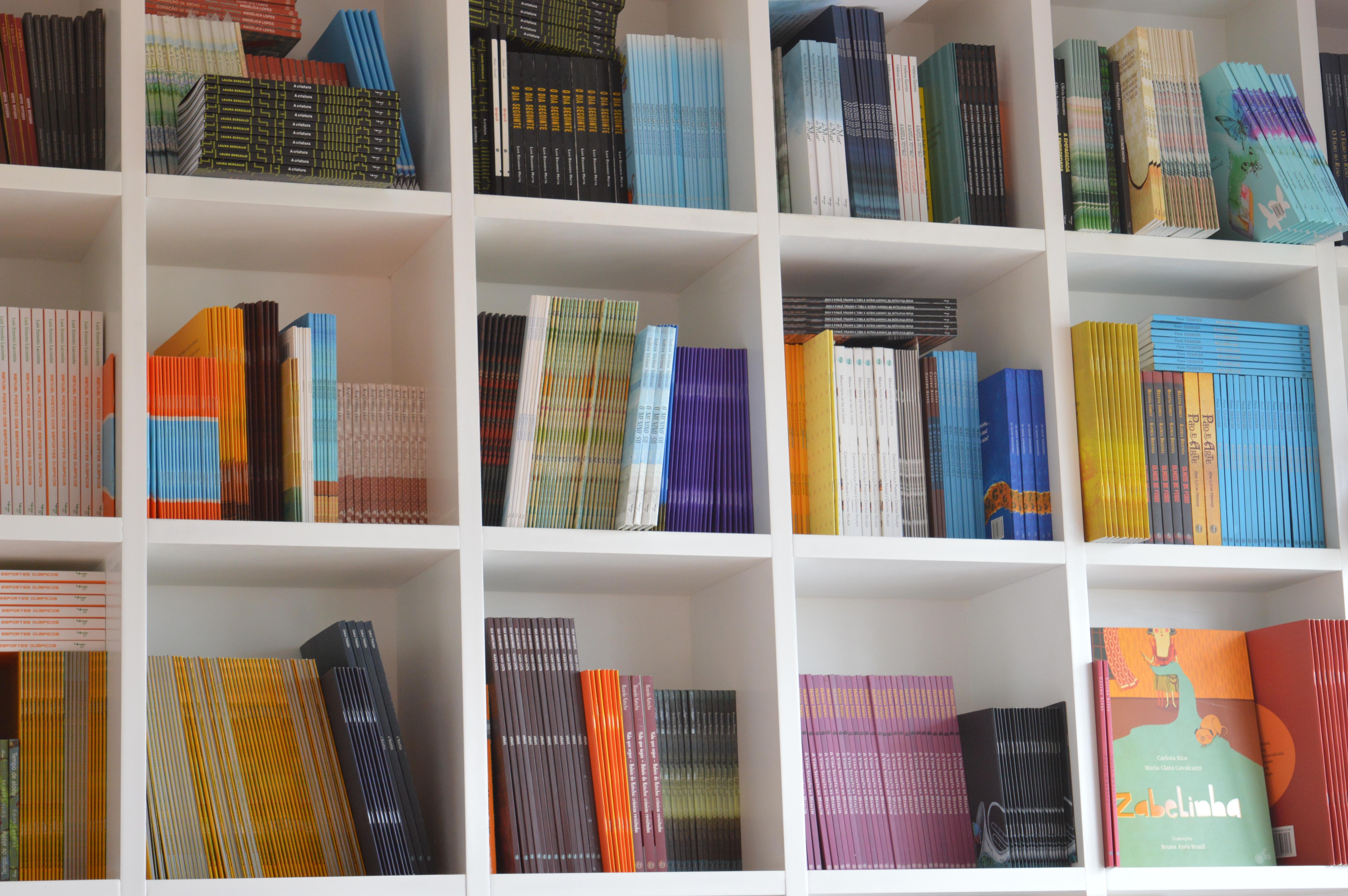Gratis Afbeeldingen : plank, meubilair, kamer, bagage, boekenplank ...