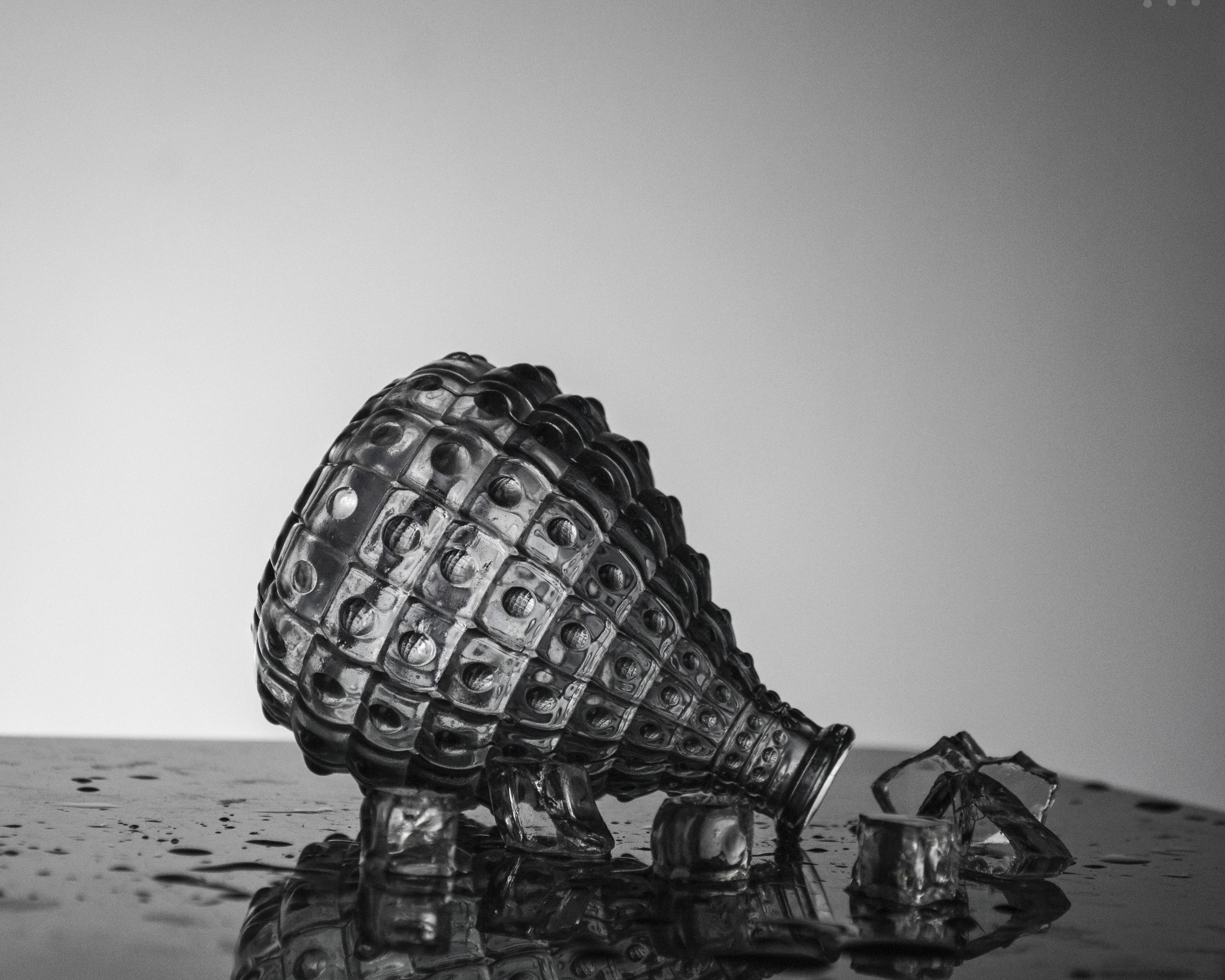 Gambar Sepatu Hitam Dan Putih Kaca Kendaraan Botol