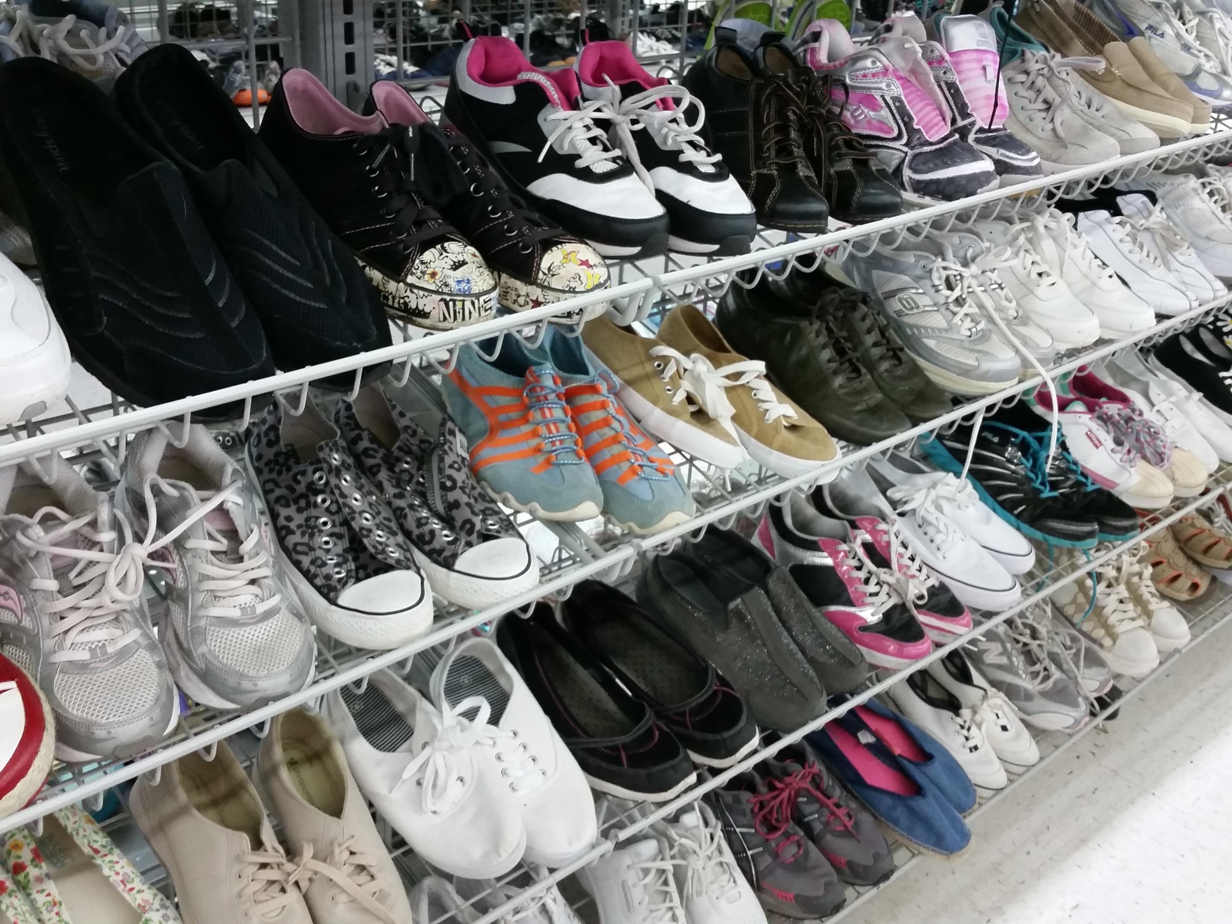 aae384f35e2c Fotos gratis : zapato, ciudad, tienda, almacenar, Moda, mercado ...