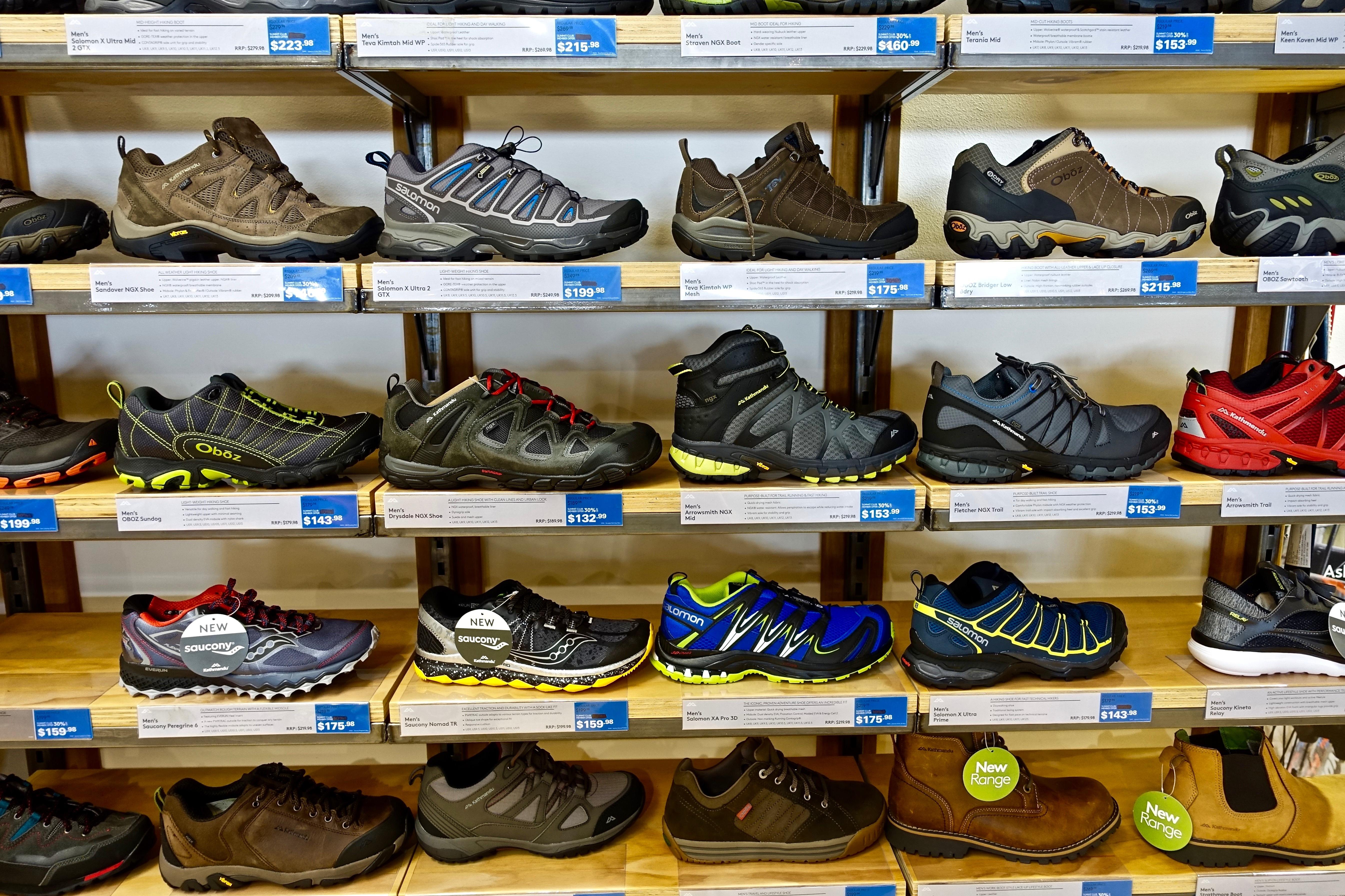 704f7f10c7 zapato colección estante estante compras habitación Zapatos botas calzado  supermercado Al por menor