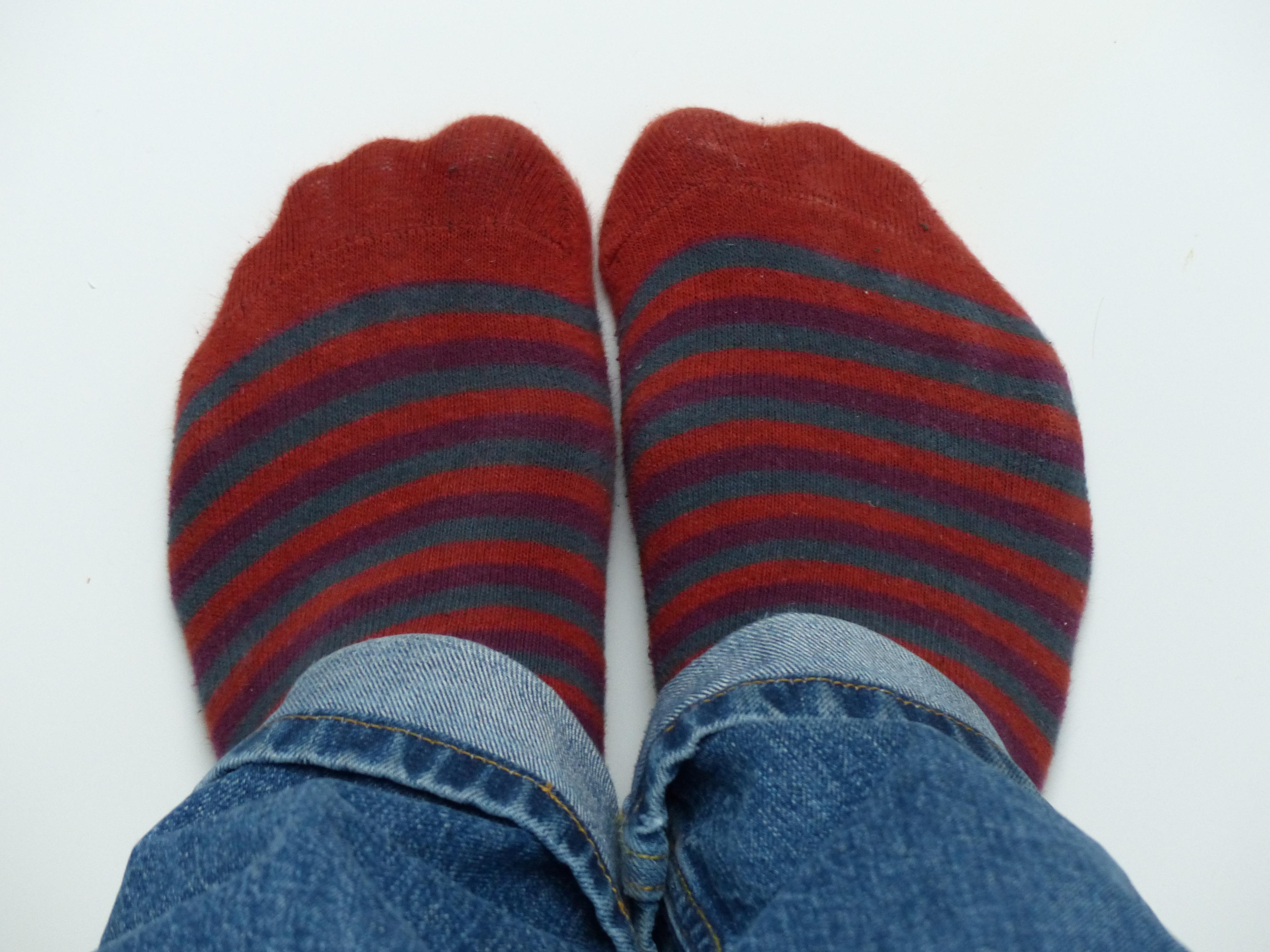 Fotos gratis : zapato, Pies, patrón, pantalones, rojo, ropa de calle ...