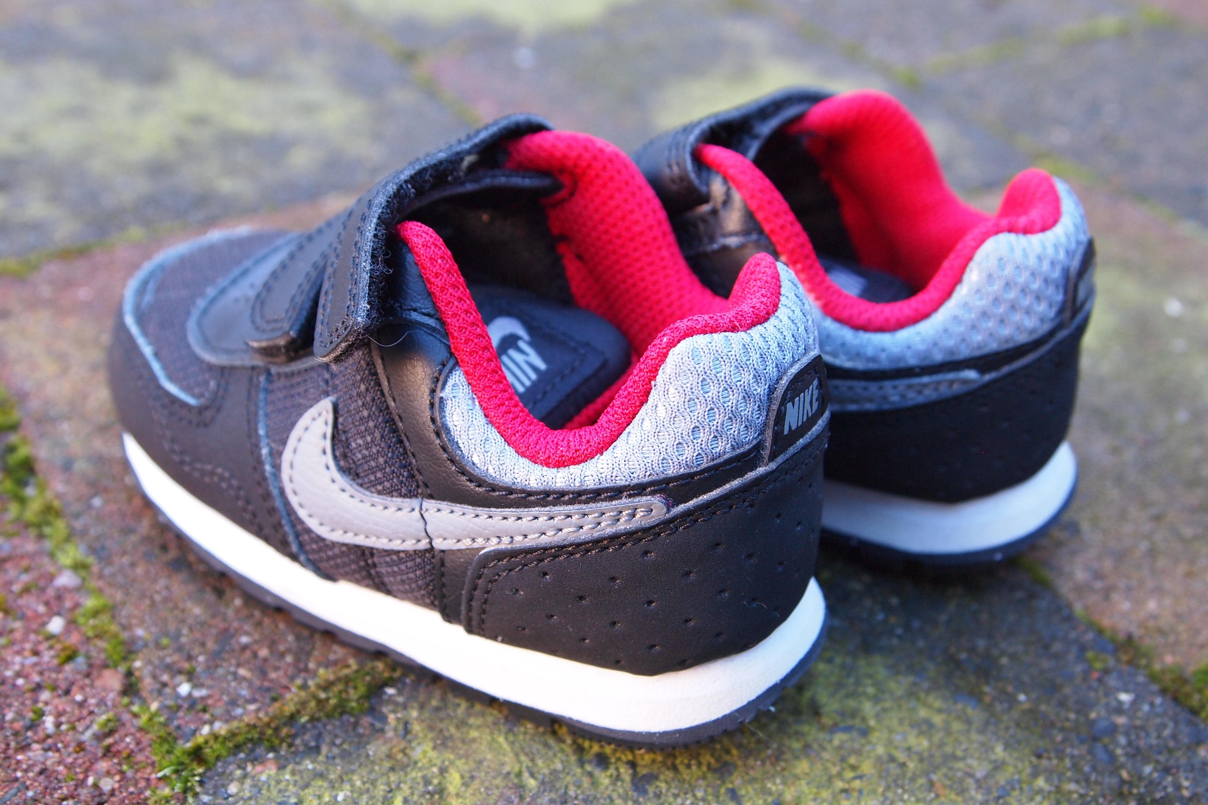 release date: 24ec9 b997b sko vandring röd svart rosa bebis gymnastikskor skodon kardborrband små skor  Nikes utomhus sko