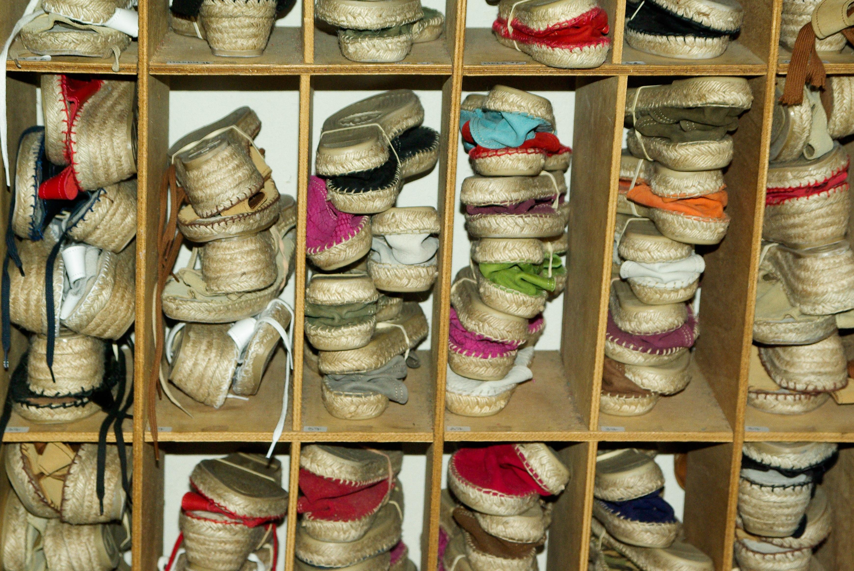 Kostenlose foto : Schuh, Seil, Holz, Frühling, Farbe, Schuhe