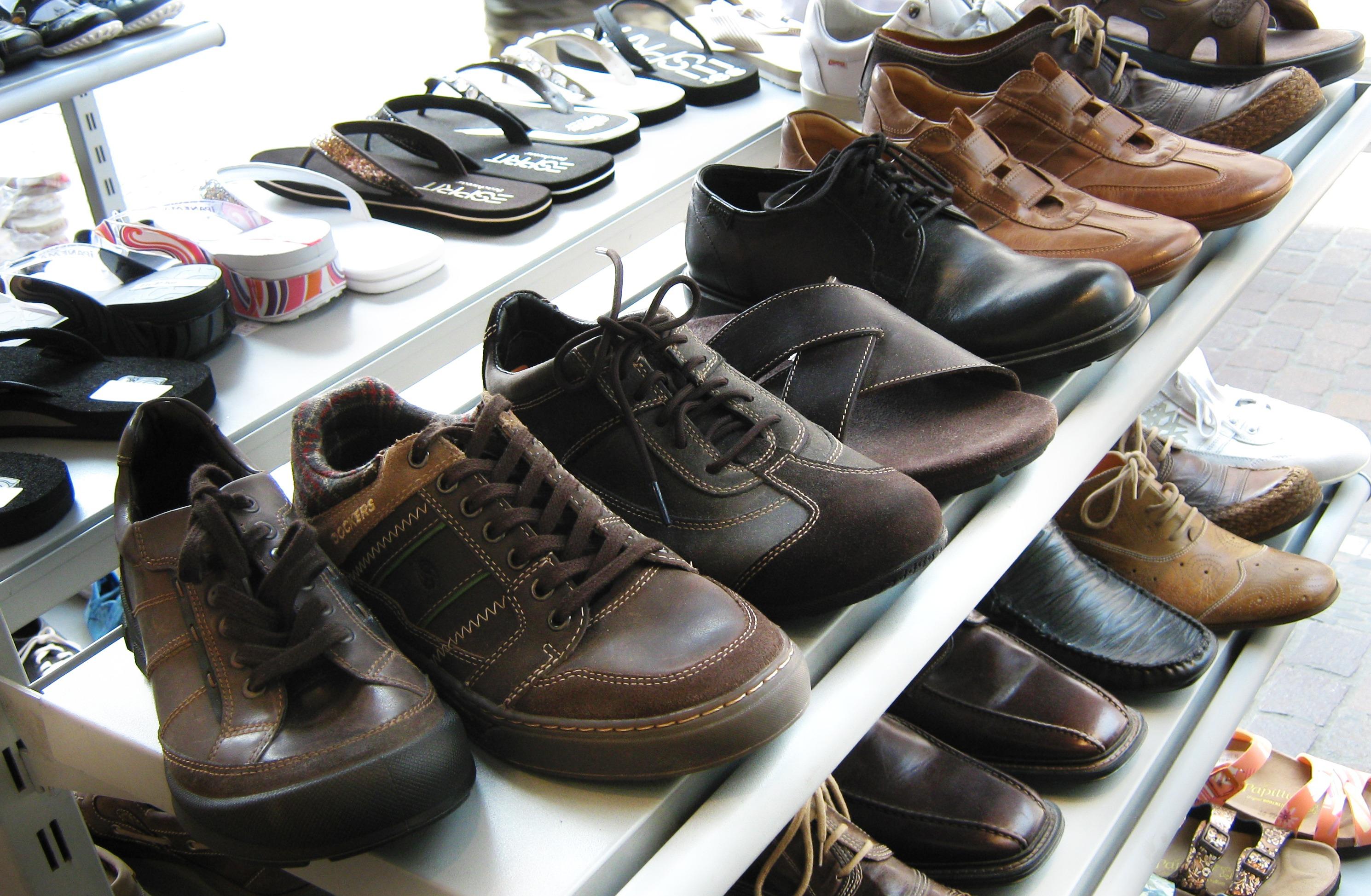 da455415e0f56b chaussure étagère lacet chaussures afficher des sandales baskets chaussure  vente présentation Chaussures d'été chaussures