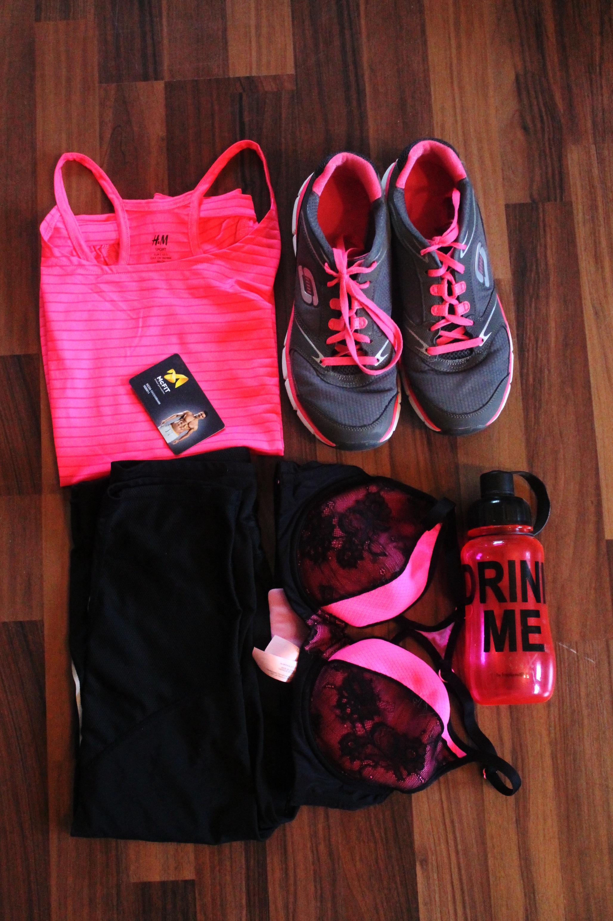 ... berwarna merah muda, kebugaran, Abu-abu, gaun, sepatu kets, alas kaki, botol air, kostum, diberkatilah Anda, celana olahraga, baju Olahraga, fungsi top, ...