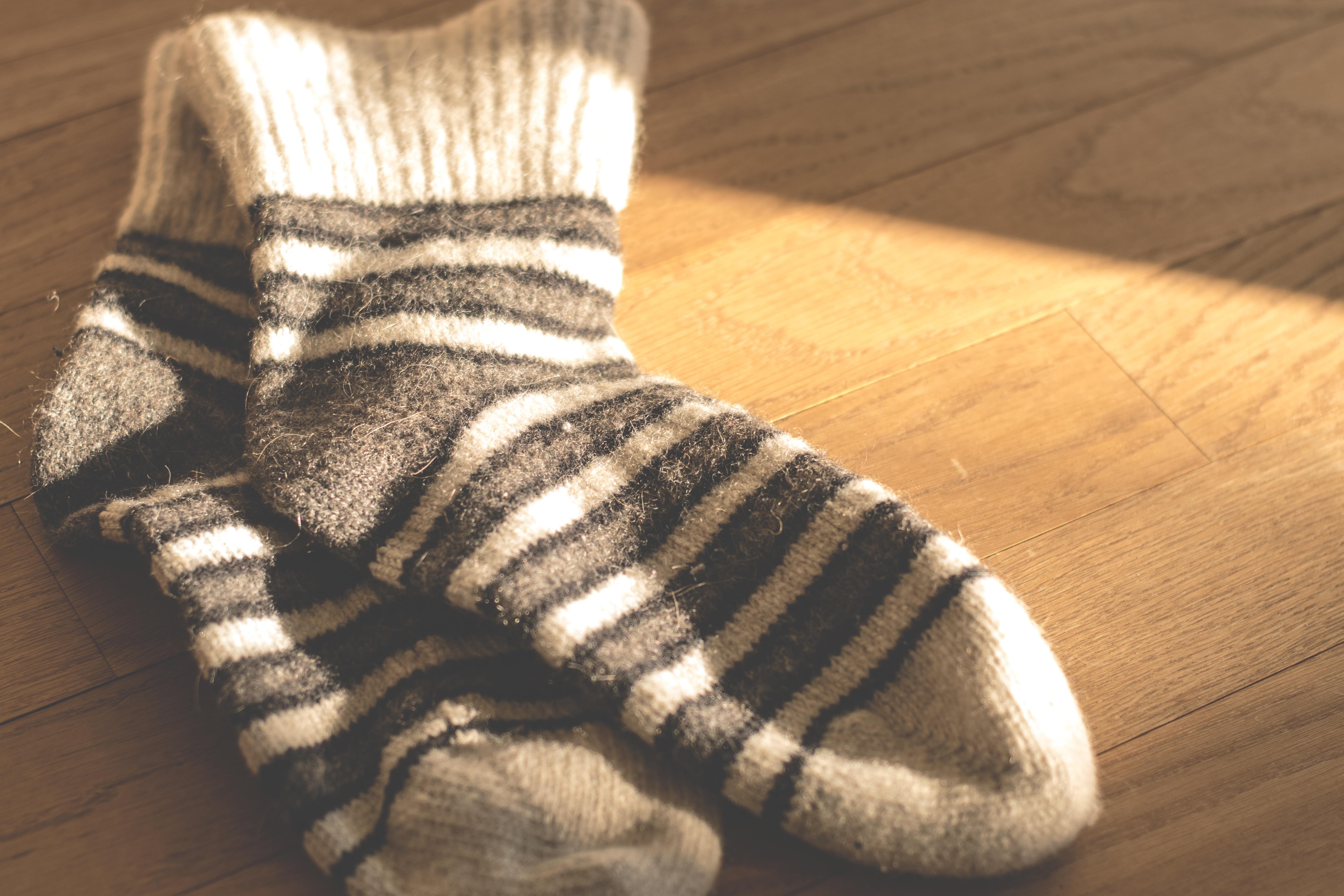 Fotos gratis : zapato, invierno, calentar, pelaje, ropa, tejer ...