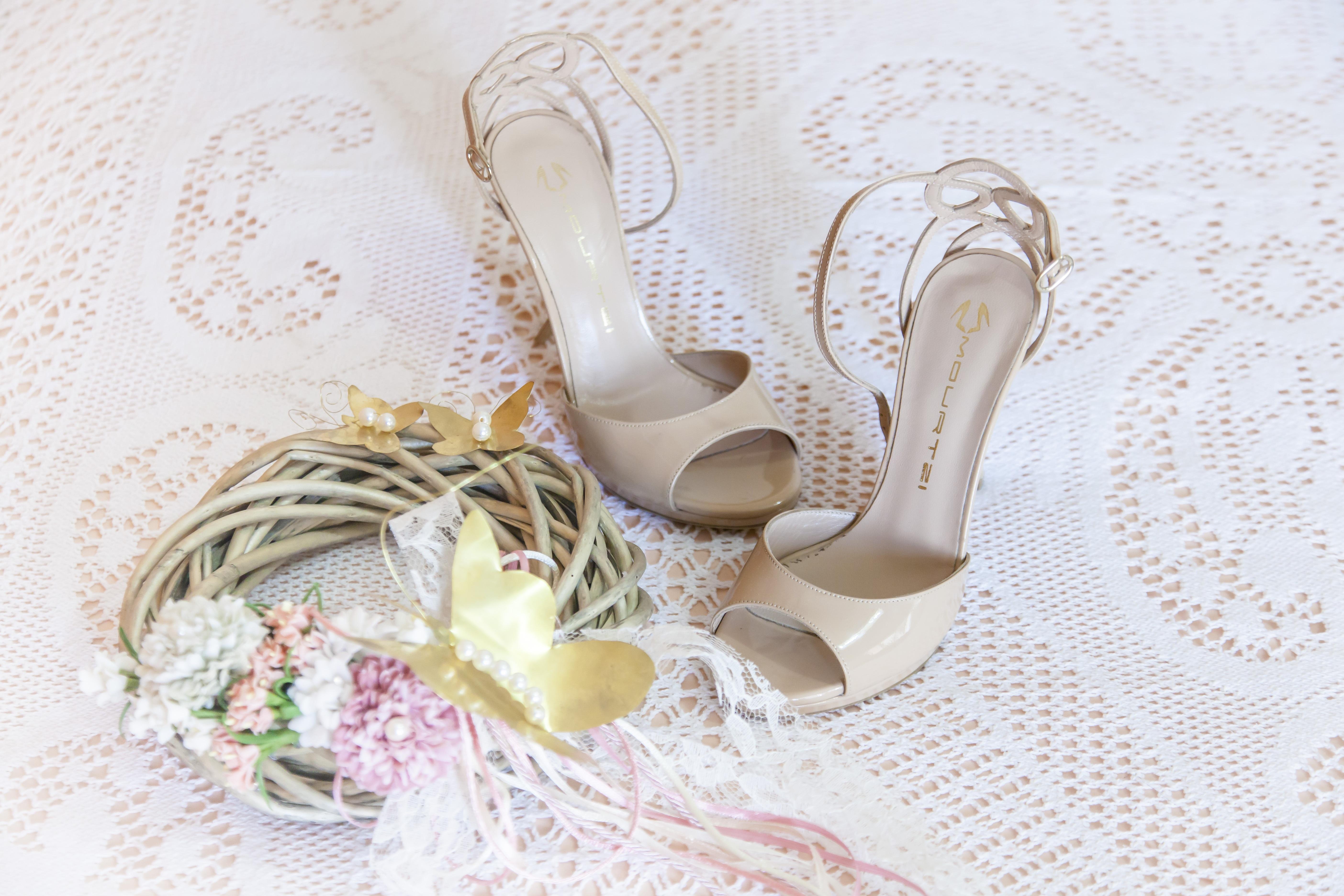 sepatu wanita bunga daun bunga dekorasi warna kupu kupu pengantin pernikahan mahkota sandal alas kaki