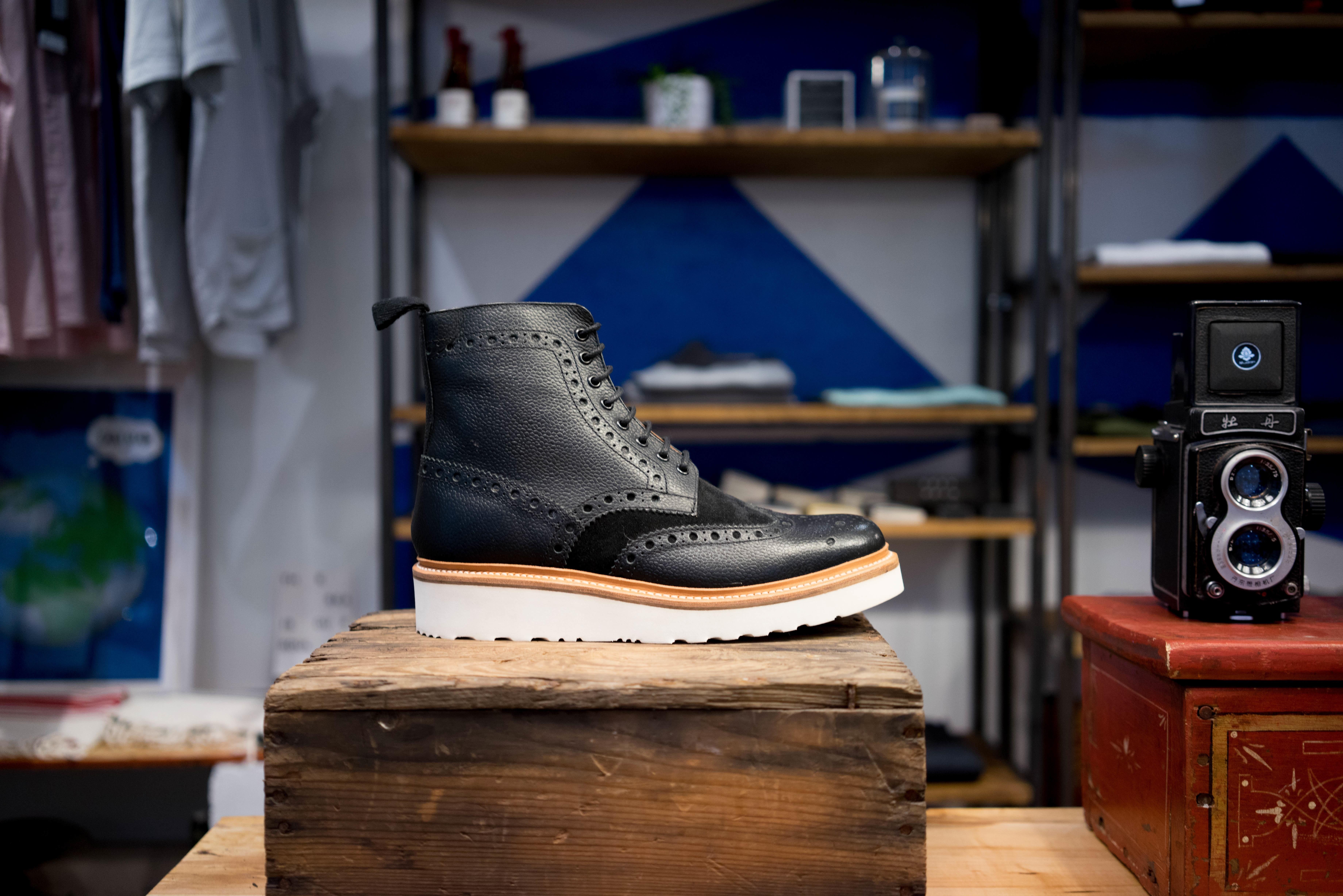 sepatu kayu kulit kamera Vintage Retro pedalaman pria sepatu bot toko warna mode biru kamar benda