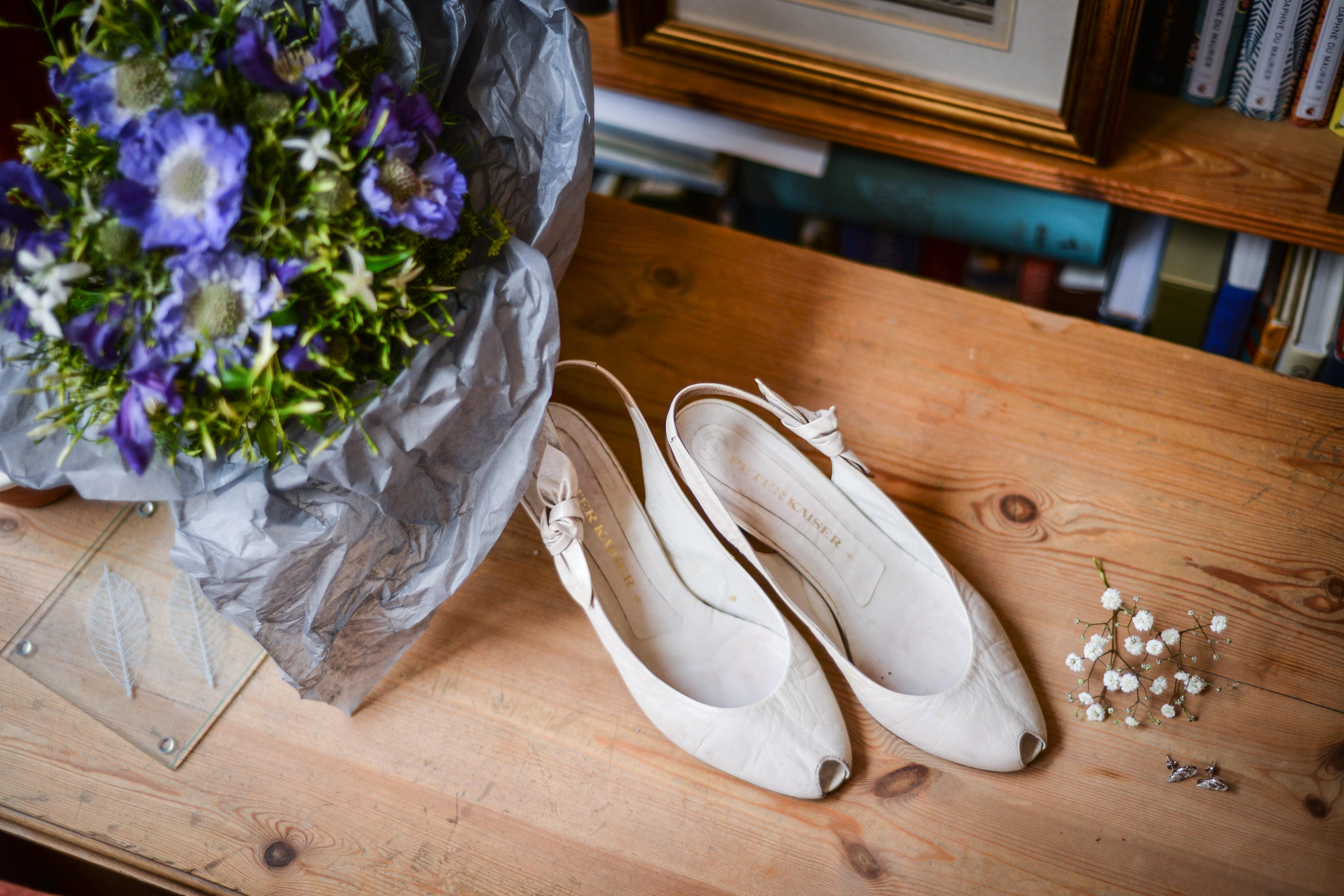 Fotos gratis : zapato, blanco, flor, amor, ramo, decoración ...