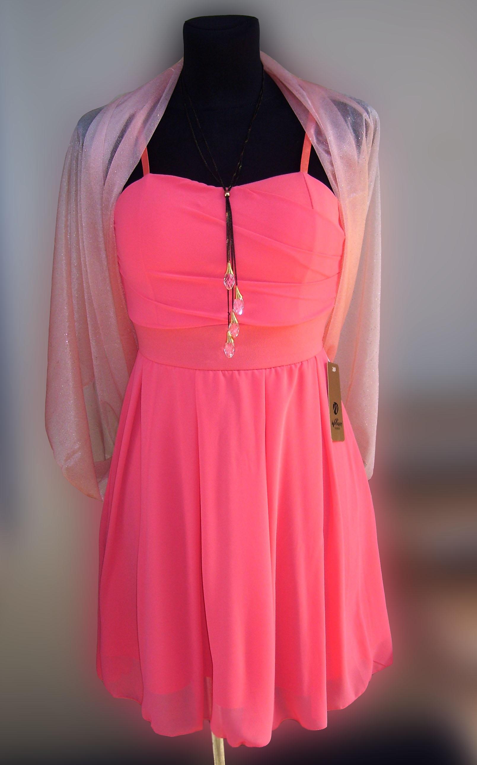 Fotos gratis : Moda, compras, rosado, ropa de calle, collar, cuerpo ...