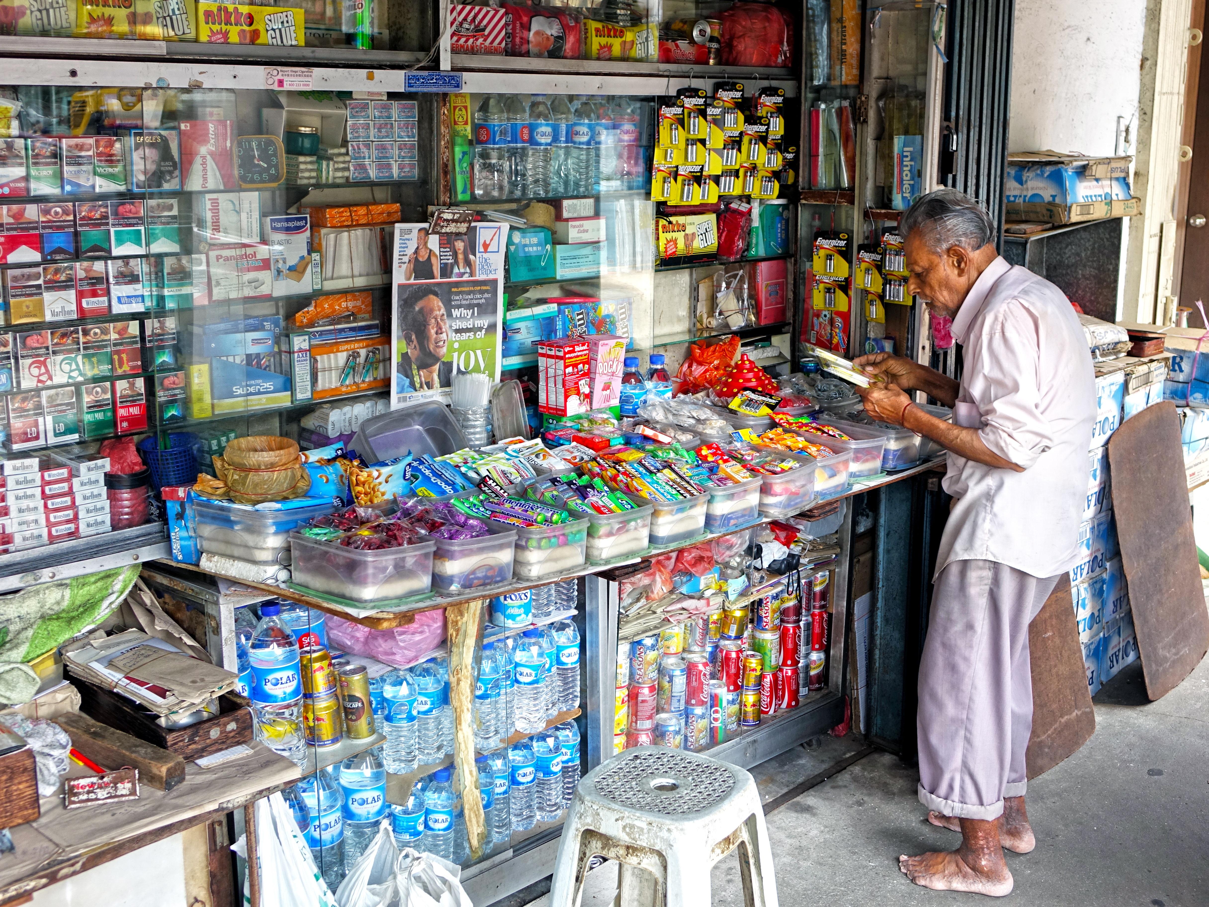 Gambar Makanan Penjaja Pasar Permen Kios Rokok
