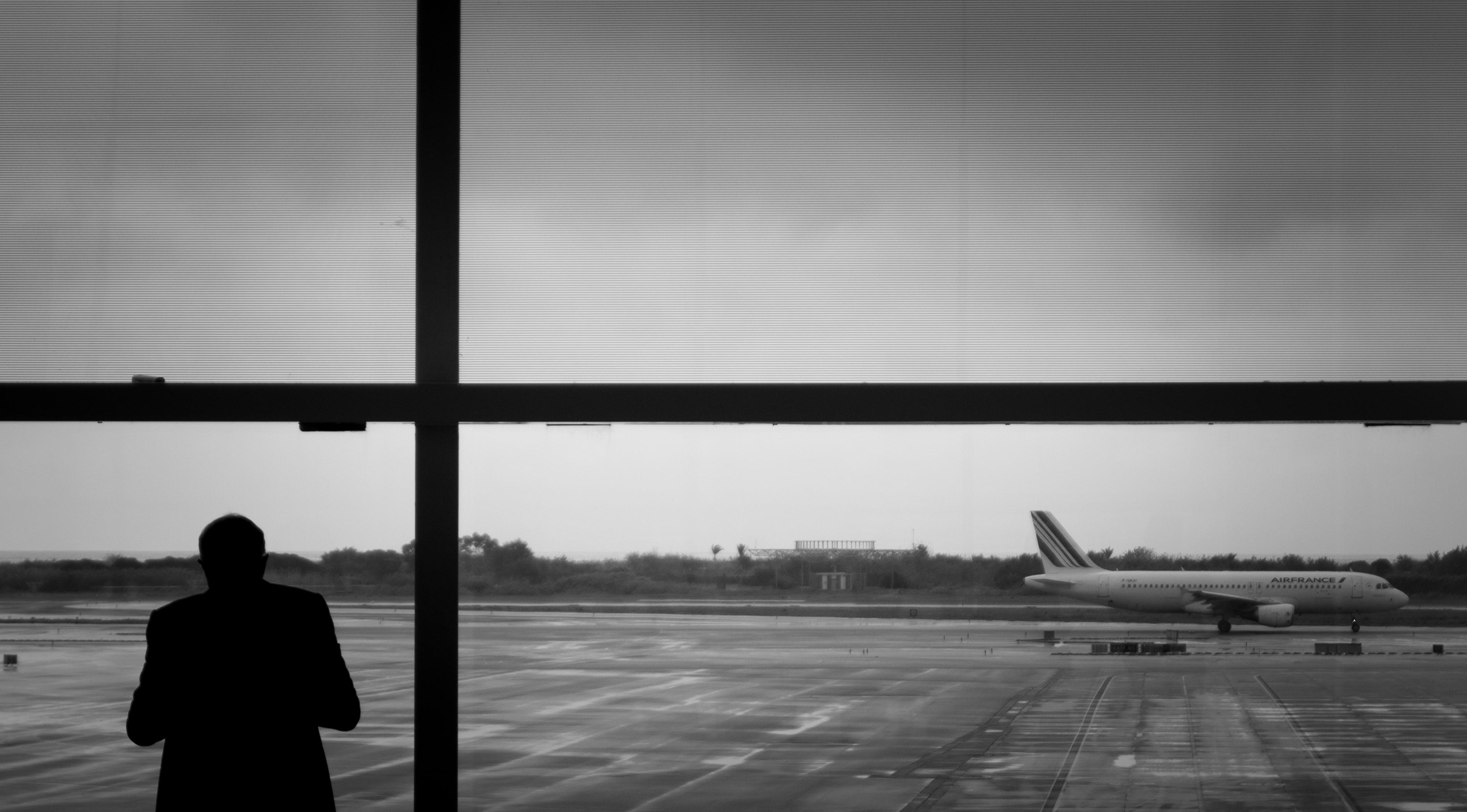 Fotos gratis : silueta, en blanco y negro, fotografía, aeropuerto ...